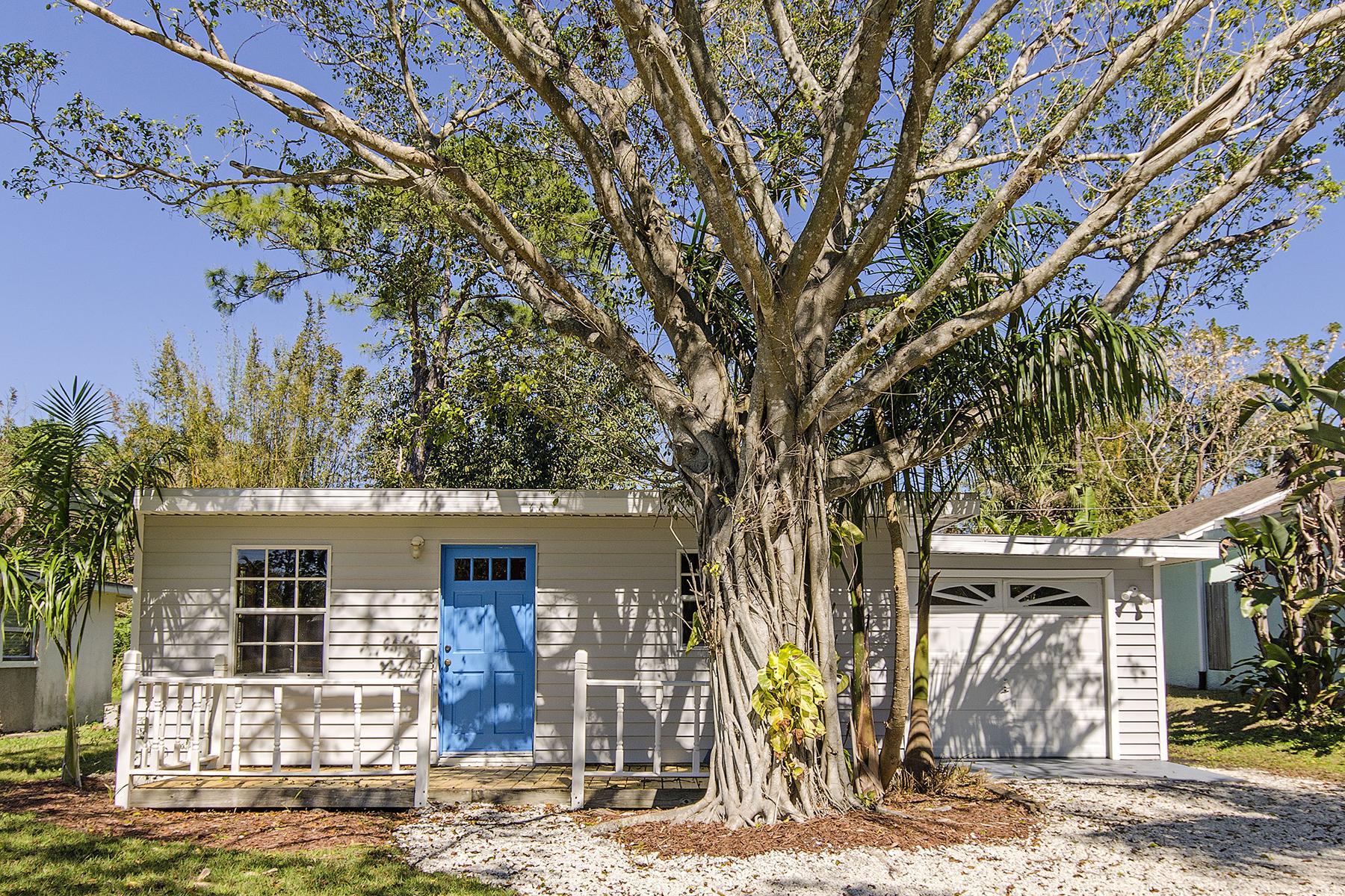 独户住宅 为 销售 在 BAD AXE - BAD AXE 1061 Michigan Ave 那不勒斯, 佛罗里达州, 34103 美国