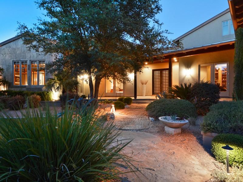 獨棟家庭住宅 為 出售 在 Classic Contemporary on Over an Acre 8520 Calera Dr Barton Creek, Austin, 德克薩斯州, 78735 美國
