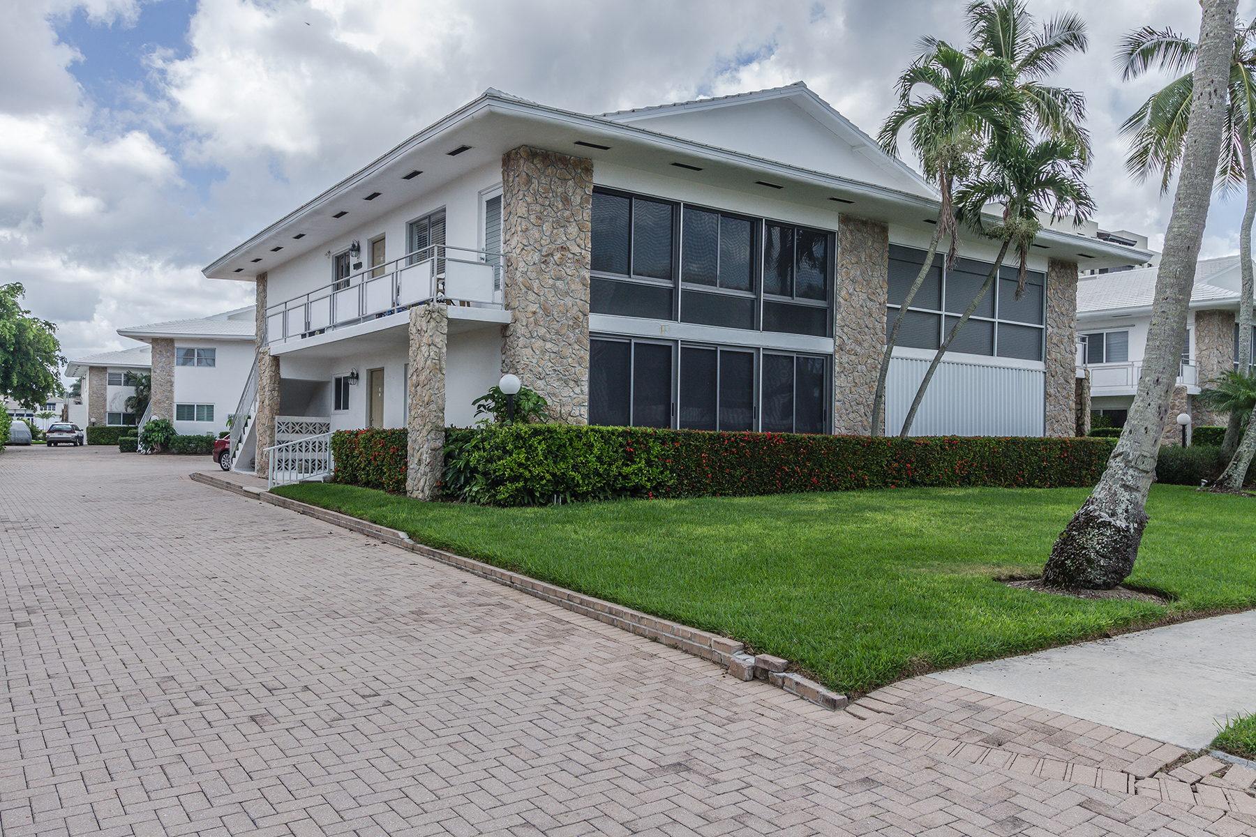 Property Of 2500 Gulf Shore Blvd N, Naples, FL 34103