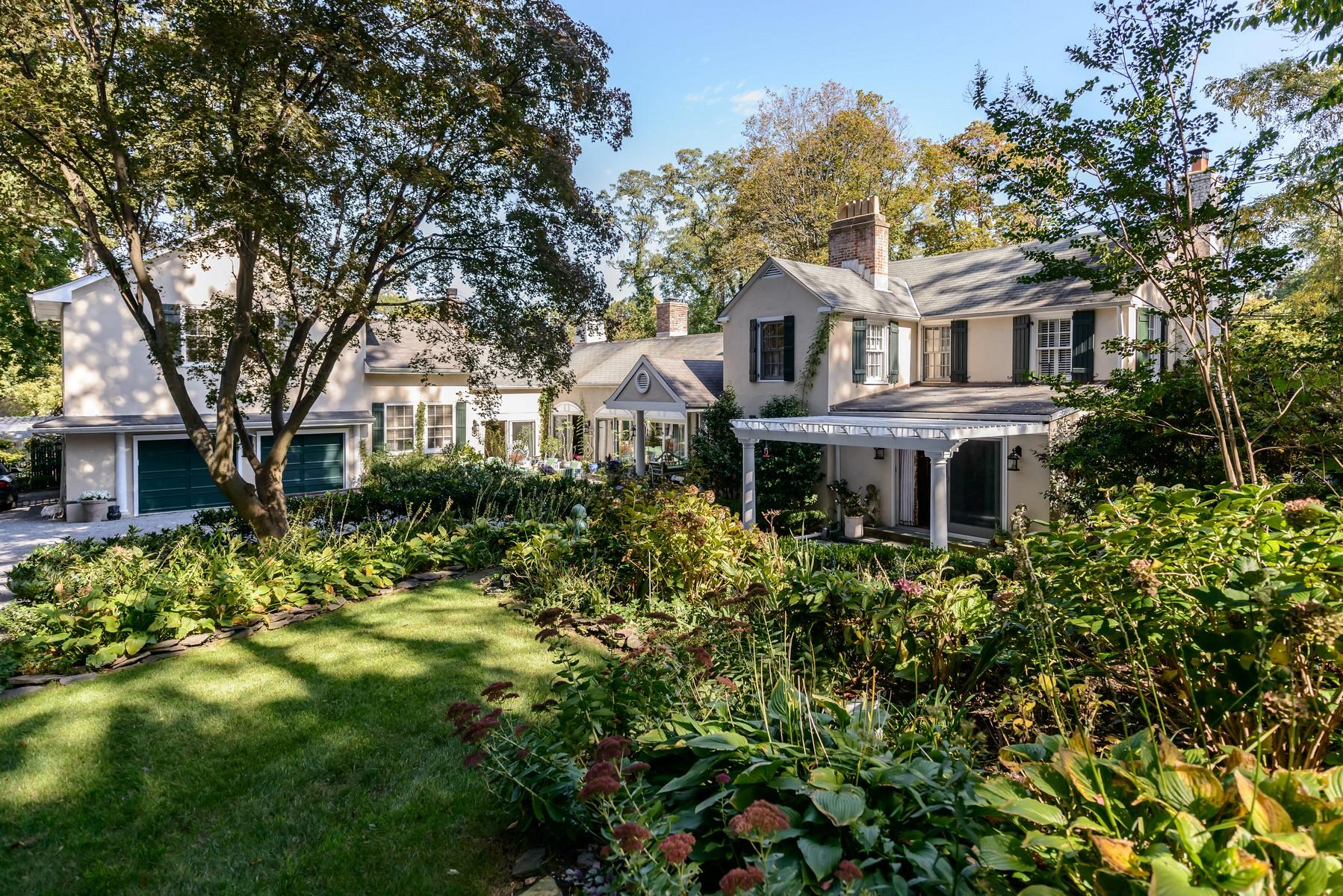 Nhà ở một gia đình vì Bán tại AntiqueHist 10 Mountain Ave Bayville, New York, 11709 Hoa Kỳ