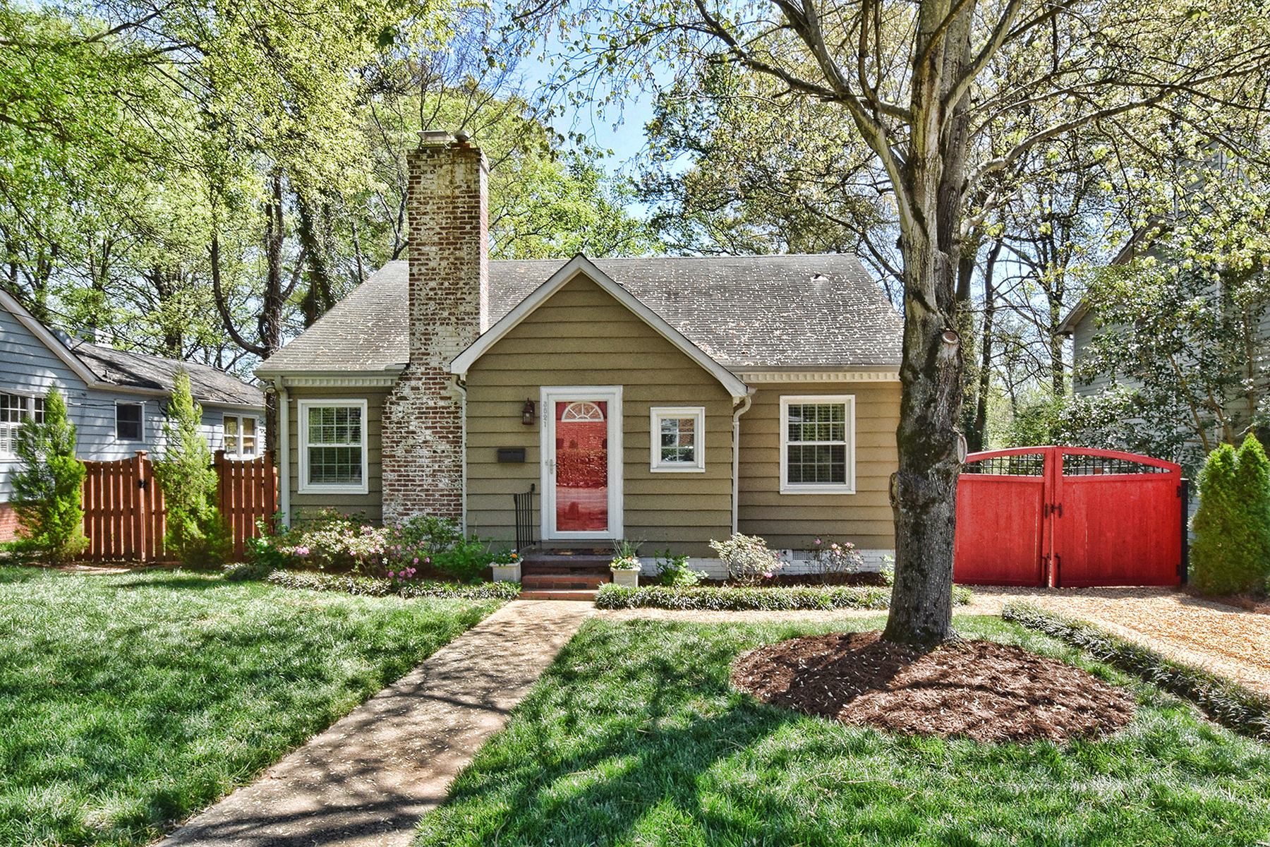 Single Family Home for Sale at MYERS PARK 3821 Selwyn Ave Myers Park, Charlotte, North Carolina, 28209 United States