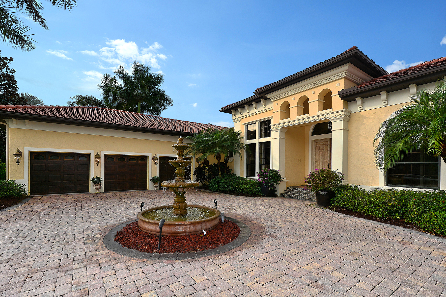 Vivienda unifamiliar por un Venta en LAKEWOOD RANCH COUNTRY CLUB 13407 Blythefield Terr Lakewood Ranch, Florida 34202 Estados Unidos