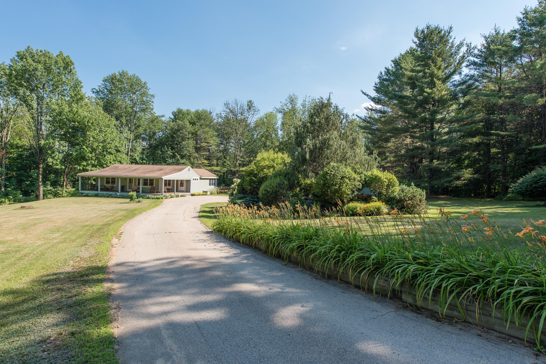 Maison unifamiliale pour l Vente à 45 Old Center Harbor, Meredith Meredith, New Hampshire, 03253 États-Unis