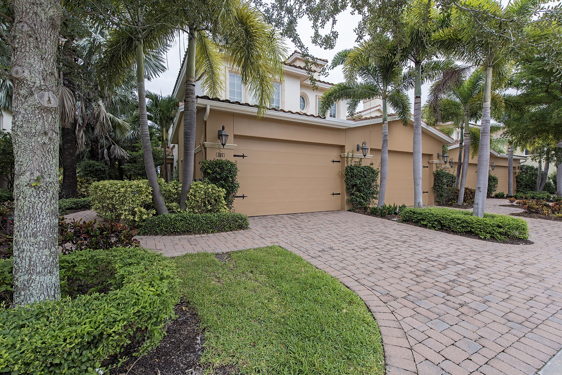 Condominio per Vendita alle ore 2315 Tradition Way , 101, Naples, FL 34105 2315 Tradition Way 101 Naples, Florida, 34105 Stati Uniti