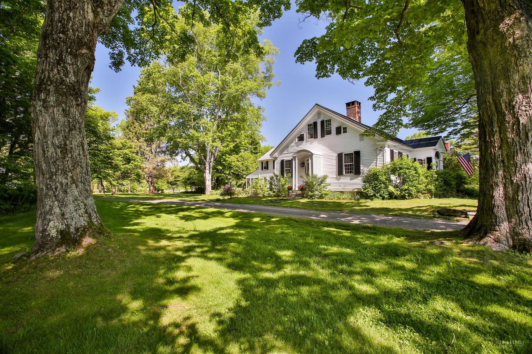 獨棟家庭住宅 為 出售 在 140 Academy Road, Thetford 140 Academy Rd Thetford, 佛蒙特州 05074 美國