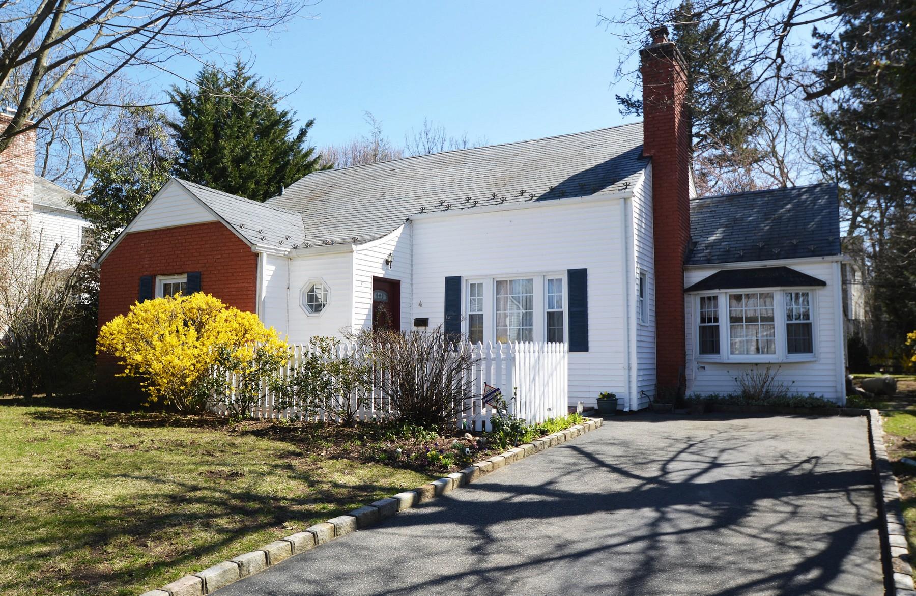 Nhà ở một gia đình vì Bán tại Cape 4 Deerfield Rd Port Washington, New York, 11050 Hoa Kỳ