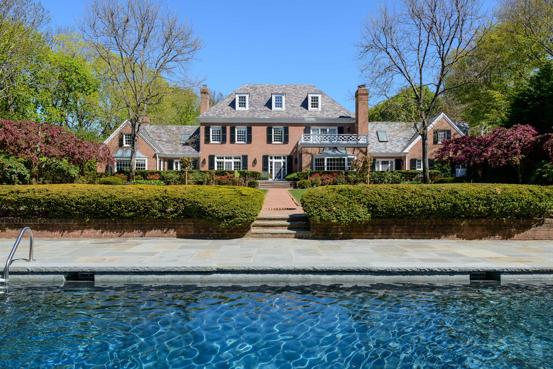 Single Family Home for Sale at Colonial 310 Feeks Ln Mill Neck, New York, 11765 United States