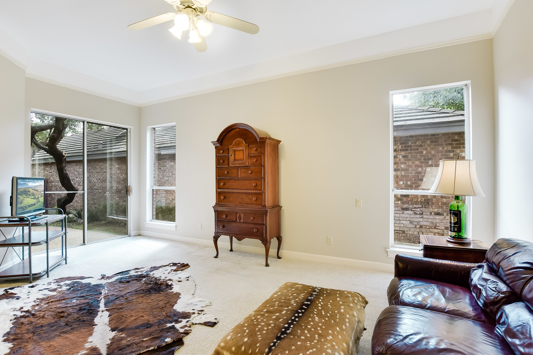 Additional photo for property listing at Simple Elegance in Lincoln Heights 163 Paddington Way San Antonio, Texas 78209 Estados Unidos