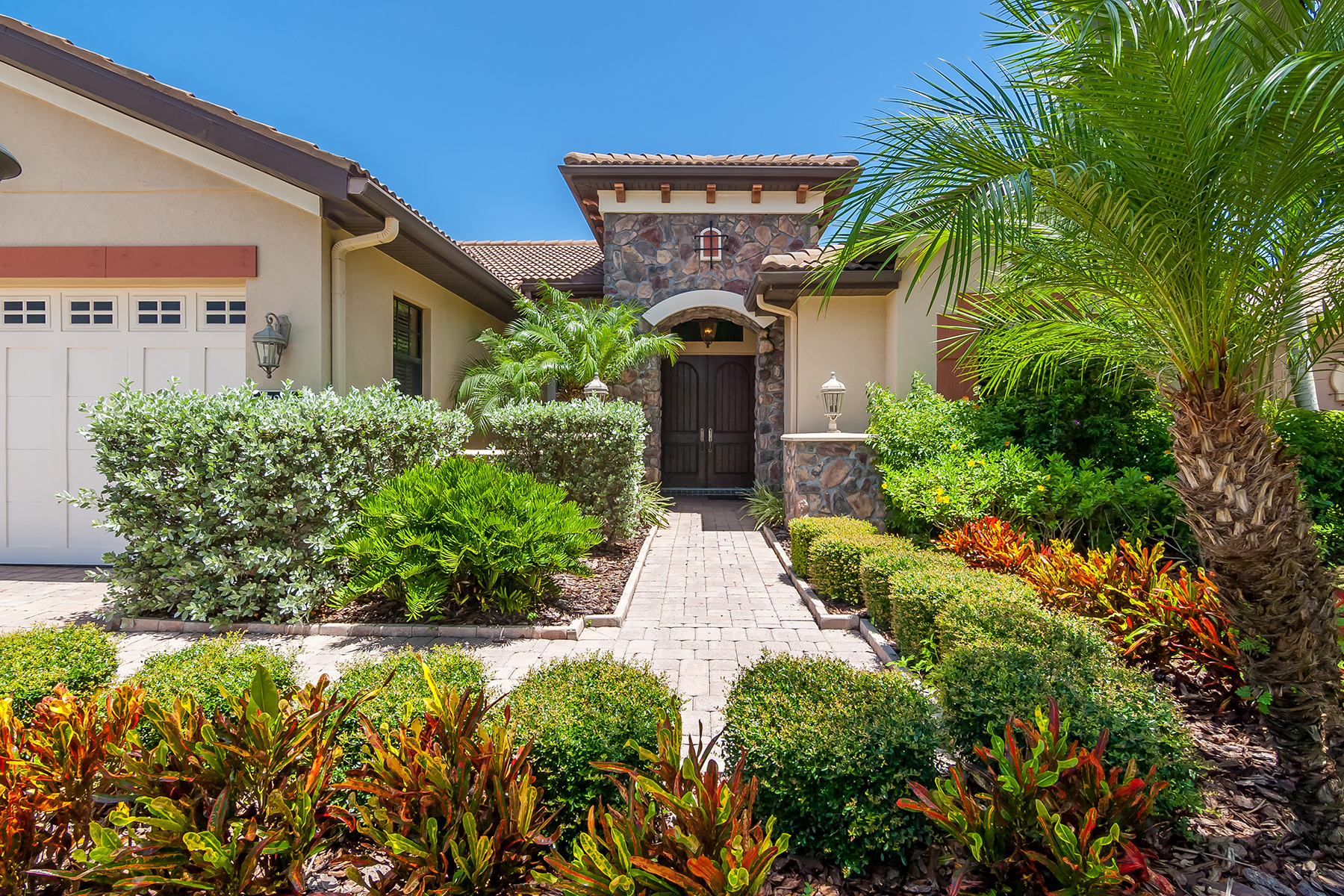 Single Family Home for Sale at COUNTRY CLUB EAST 7813 Valderrama Way Lakewood Ranch, Florida, 34202 United States