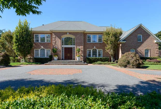 Casa para uma família para Venda às Colonial 11 Hickory Dr Old Brookville, Nova York 11545 Estados Unidos