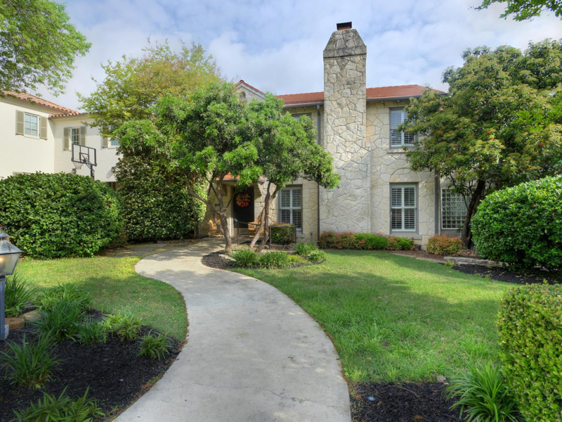 Single Family Home for Sale at Classic Olmos Park Home 207 Belvidere Dr Olmos Park, San Antonio, Texas 78212 United States