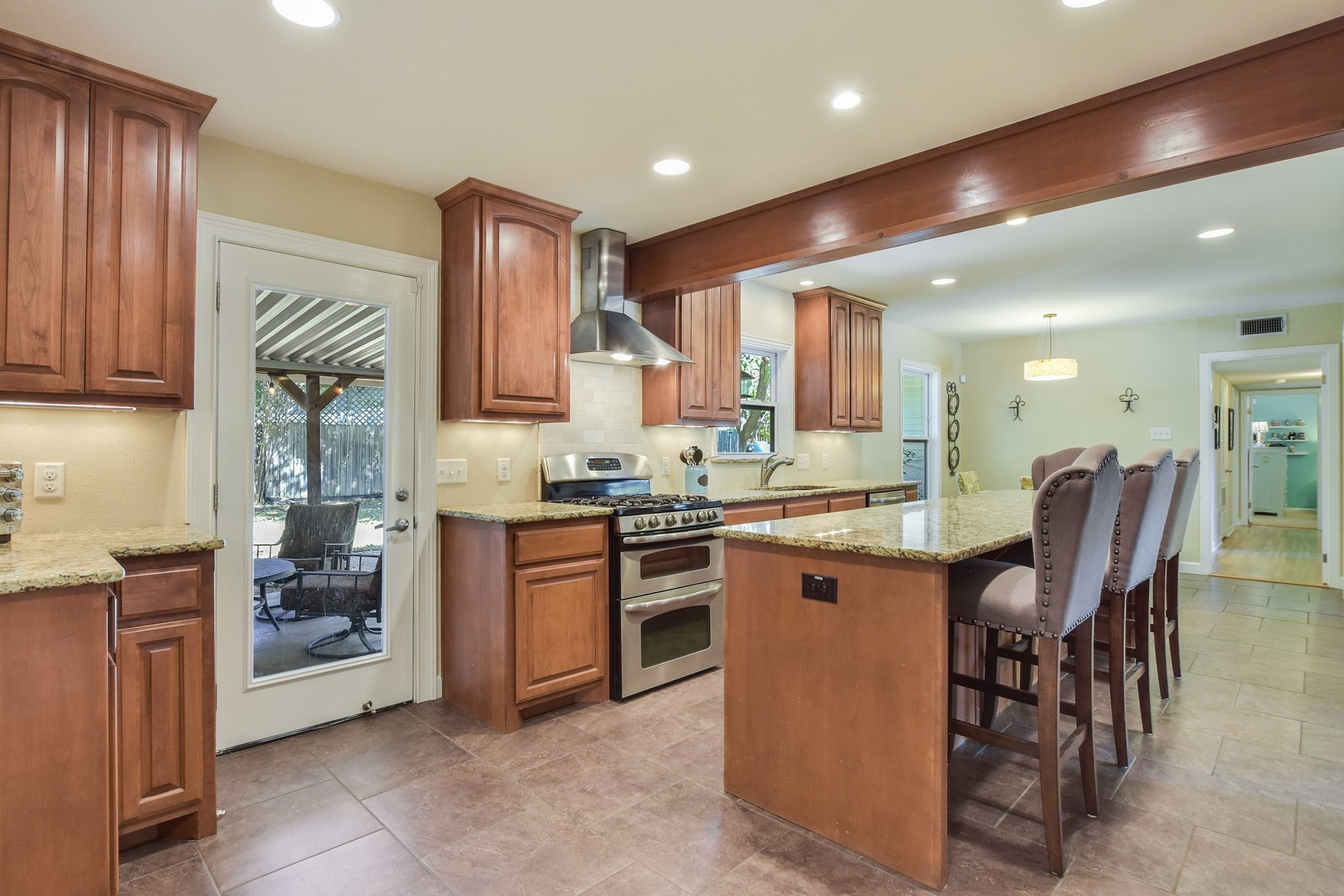 Additional photo for property listing at Wonderful Home on Corner Lot in Allandale 2500 Twin Oaks Dr Austin, Texas 78757 United States
