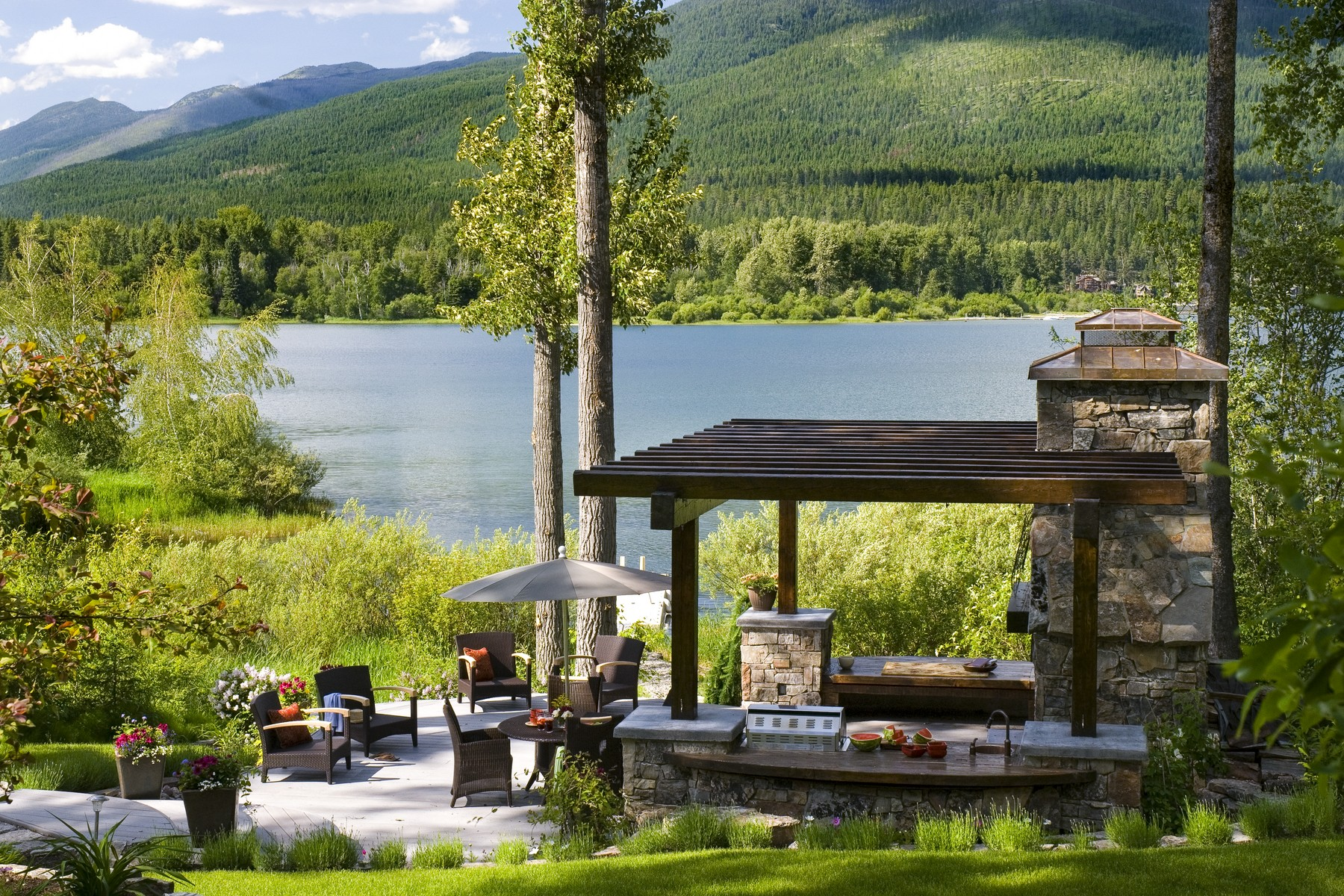 단독 가정 주택 용 매매 에 Spectacular Home on Whitefish Lakes Lazy Bay 669 Delrey Rd Whitefish, 몬타나, 59937 미국