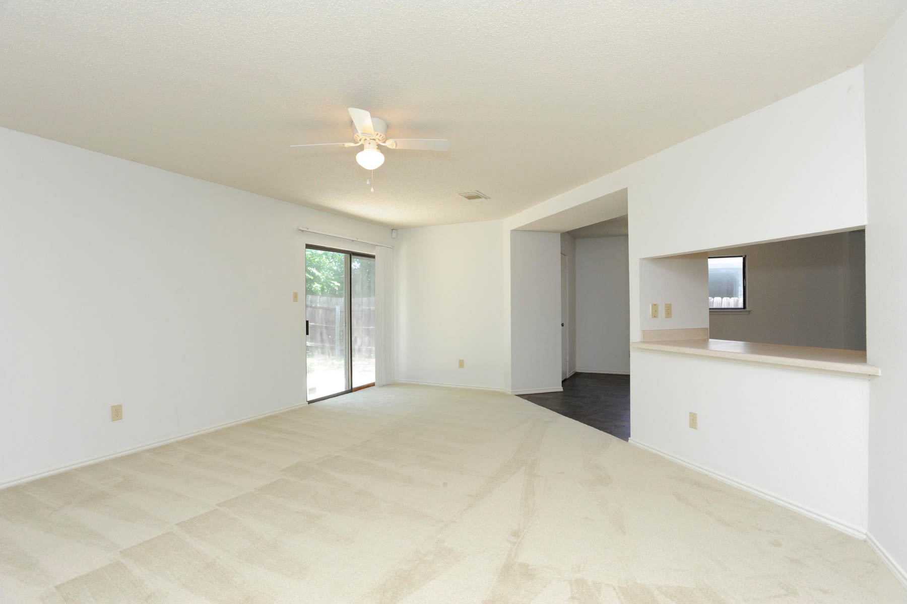 Additional photo for property listing at Spacious and Move-In Ready Home in Woodlake Park 5419 Park Lake San Antonio, Texas 78244 Estados Unidos