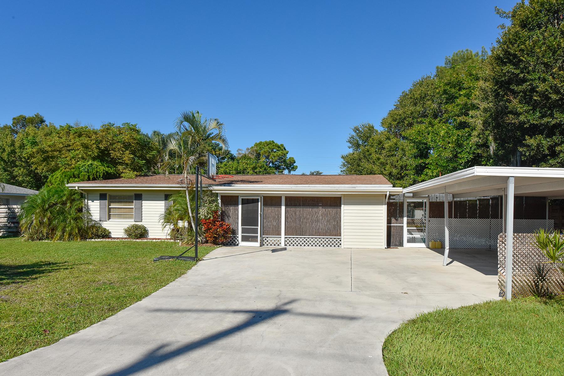 Casa Unifamiliar por un Venta en CLARK LAKES 5948 Mirror Lake Rd Sarasota, Florida, 34238 Estados Unidos