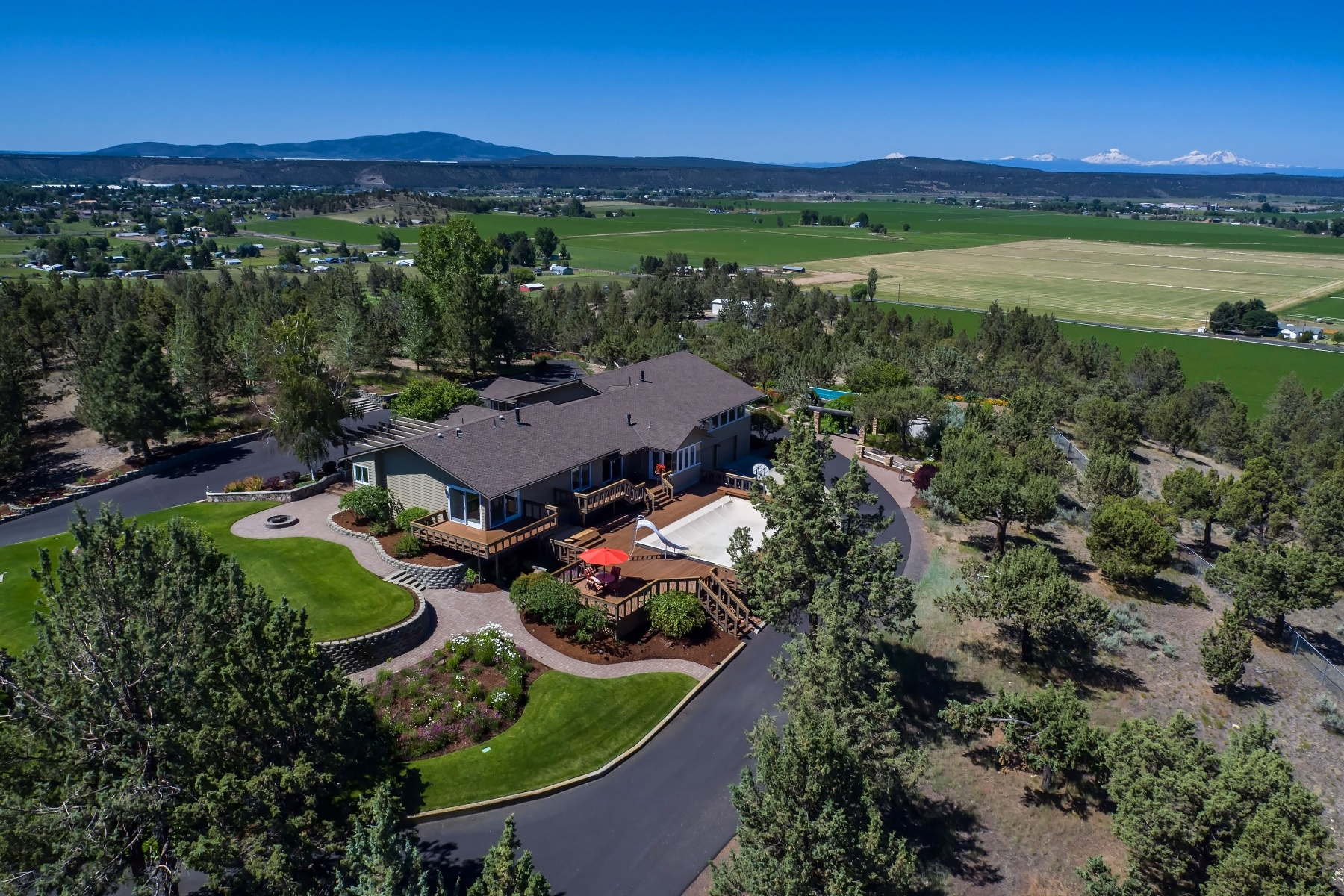 Single Family Home for Sale at Prineville Estate on Acreage 4720 N McKay Rd Prineville, Oregon, 97754 United States