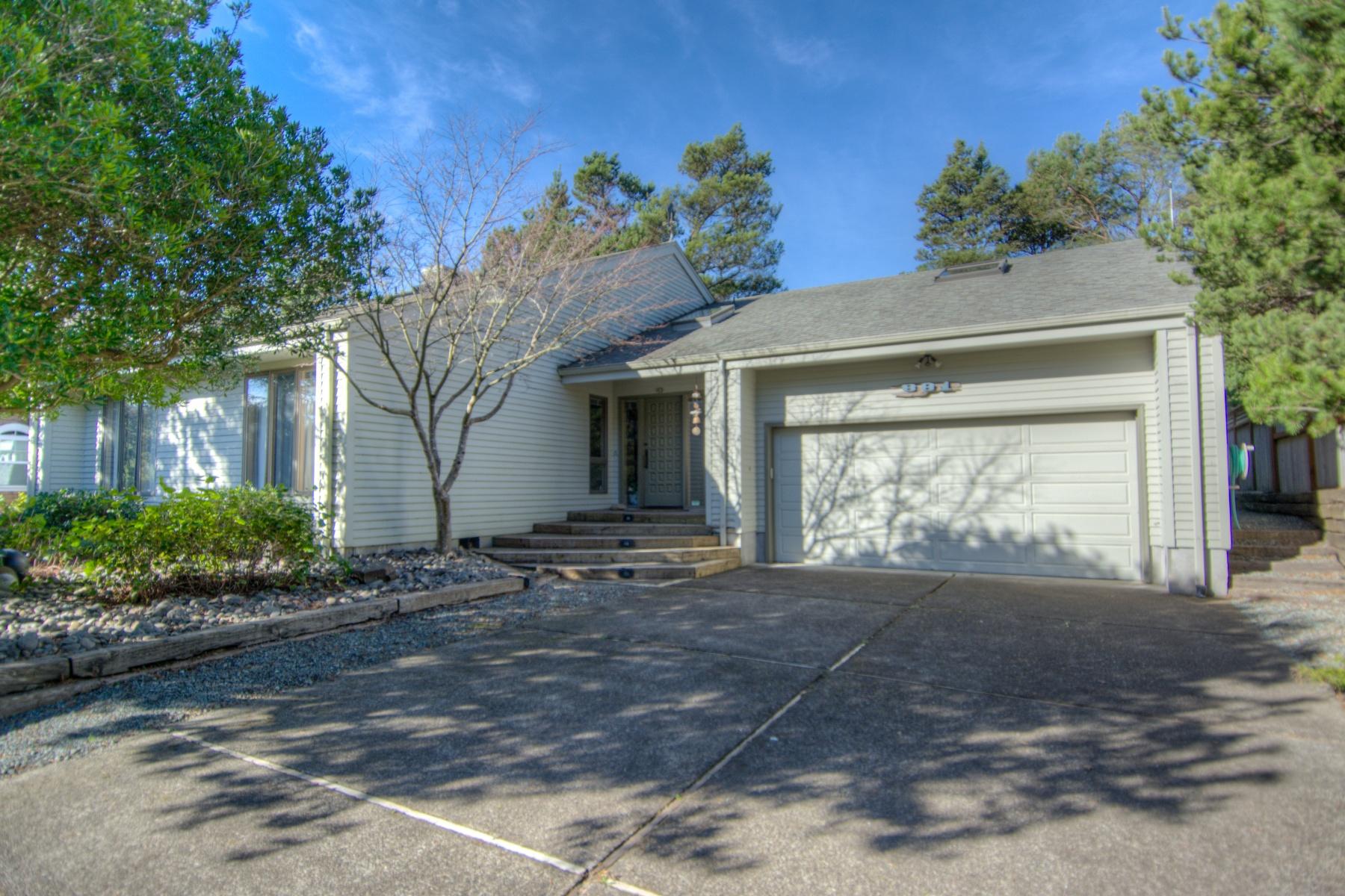 Nhà ở một gia đình vì Bán tại 881 LAKEVIEW DR, MANZANITA, OR Manzanita, Oregon 97130 Hoa Kỳ