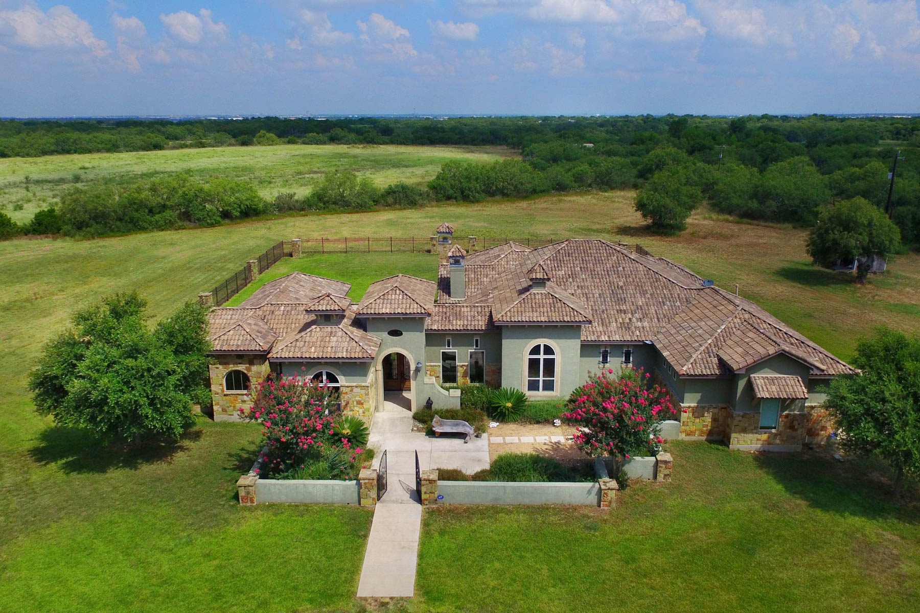 Additional photo for property listing at Stunning Mediterranean Custom Home 7397 Real Rd China Grove, Texas 78263 Estados Unidos