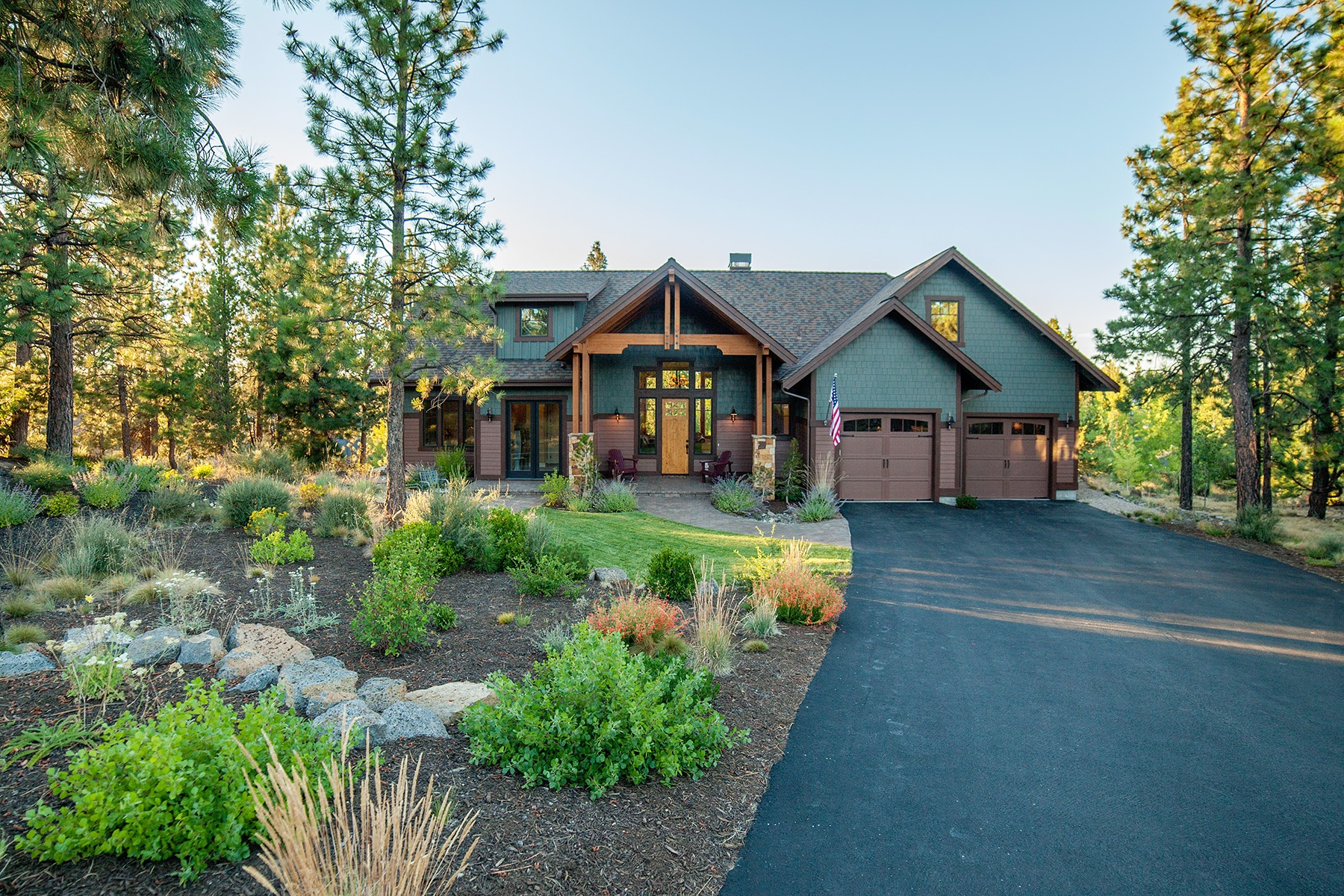 Moradia para Venda às Custom home in 3 Pines w Mtn Views 19152 NW Mt Shasta Ct Bend, Oregon, 97701 Estados Unidos