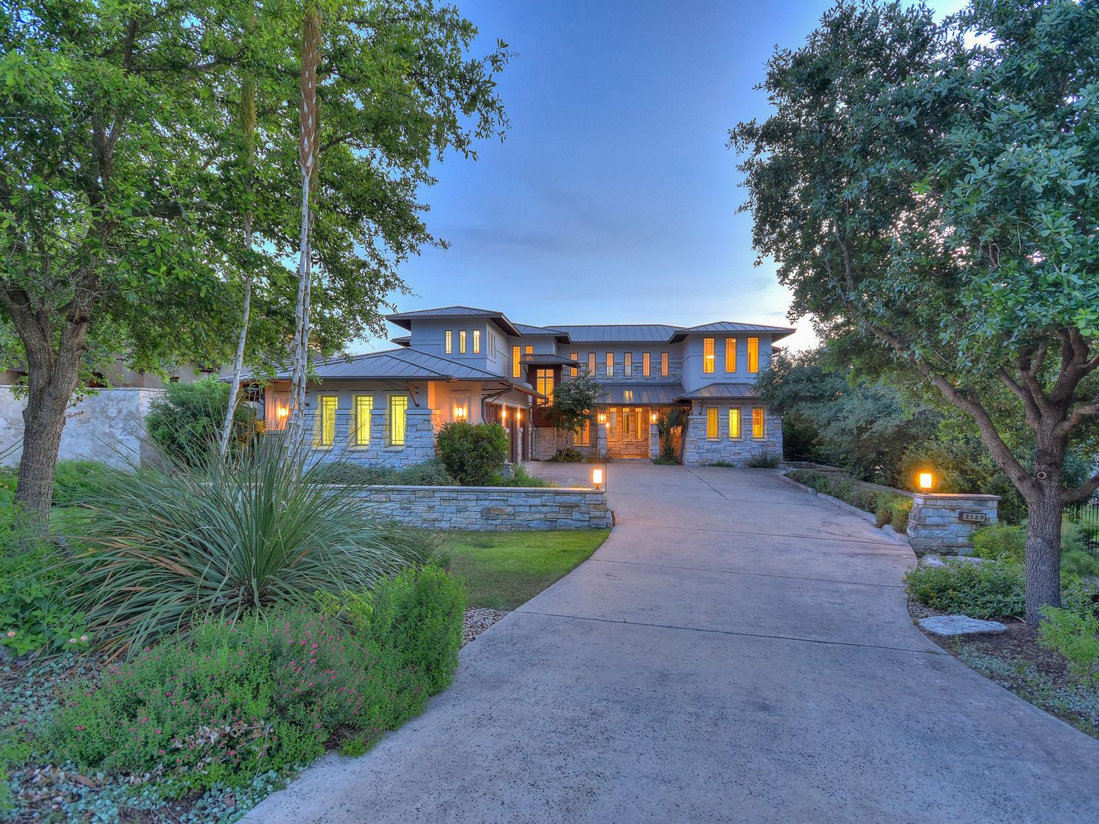Nhà ở một gia đình vì Bán tại Stunning Home with Views 2129 Sea Eagle Vw Austin, Texas, 78738 Hoa Kỳ