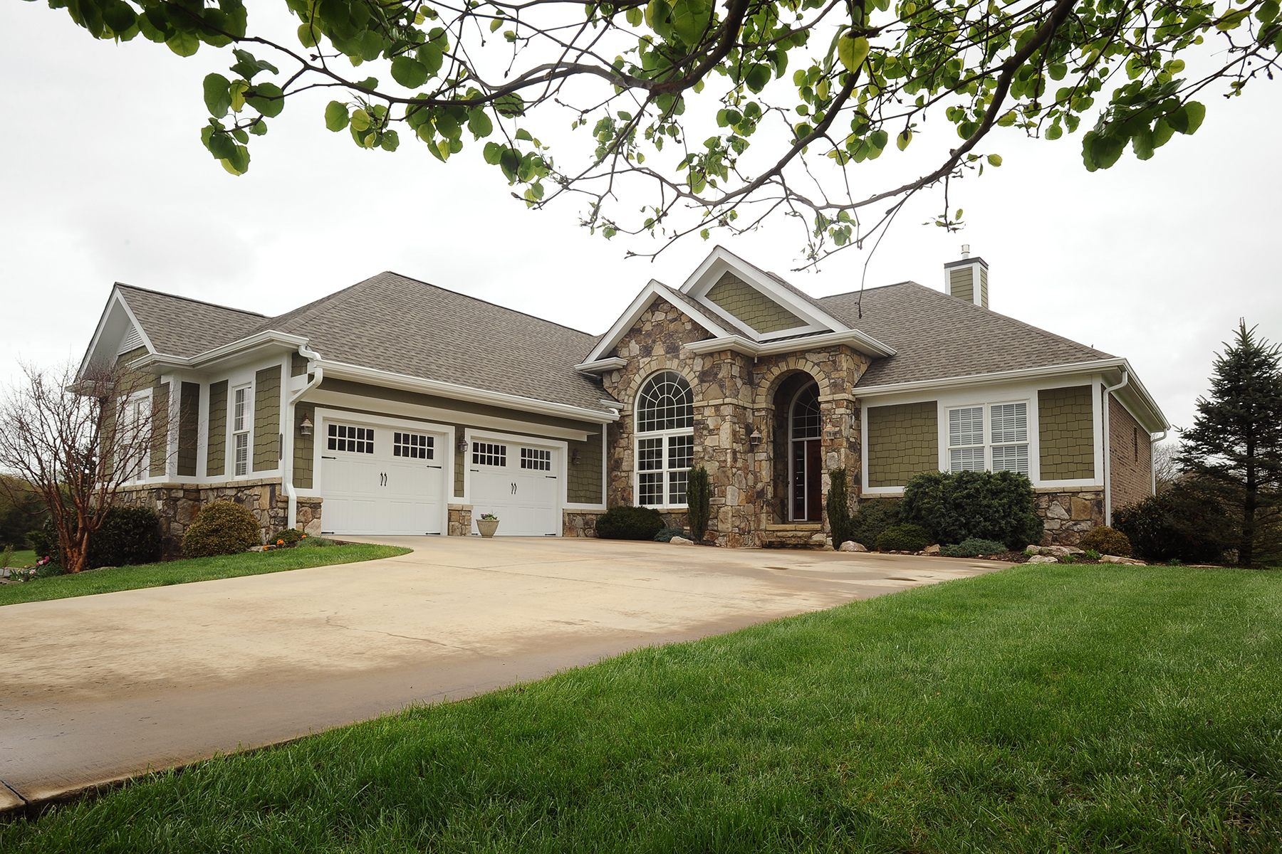 Single Family Home for Sale at THE RESERVE 113 Creek Side Ct Bristol, Tennessee 37620 United States