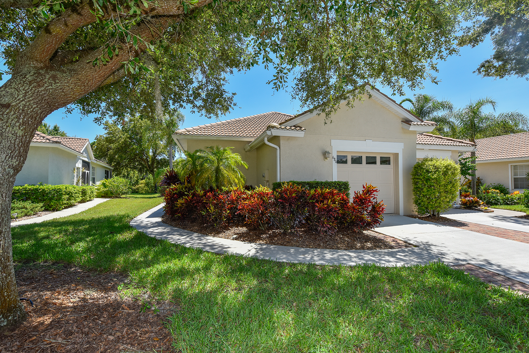 Townhouse for Sale at PELICAN POINTE 684 Back Nine Dr Venice, Florida, 34285 United States