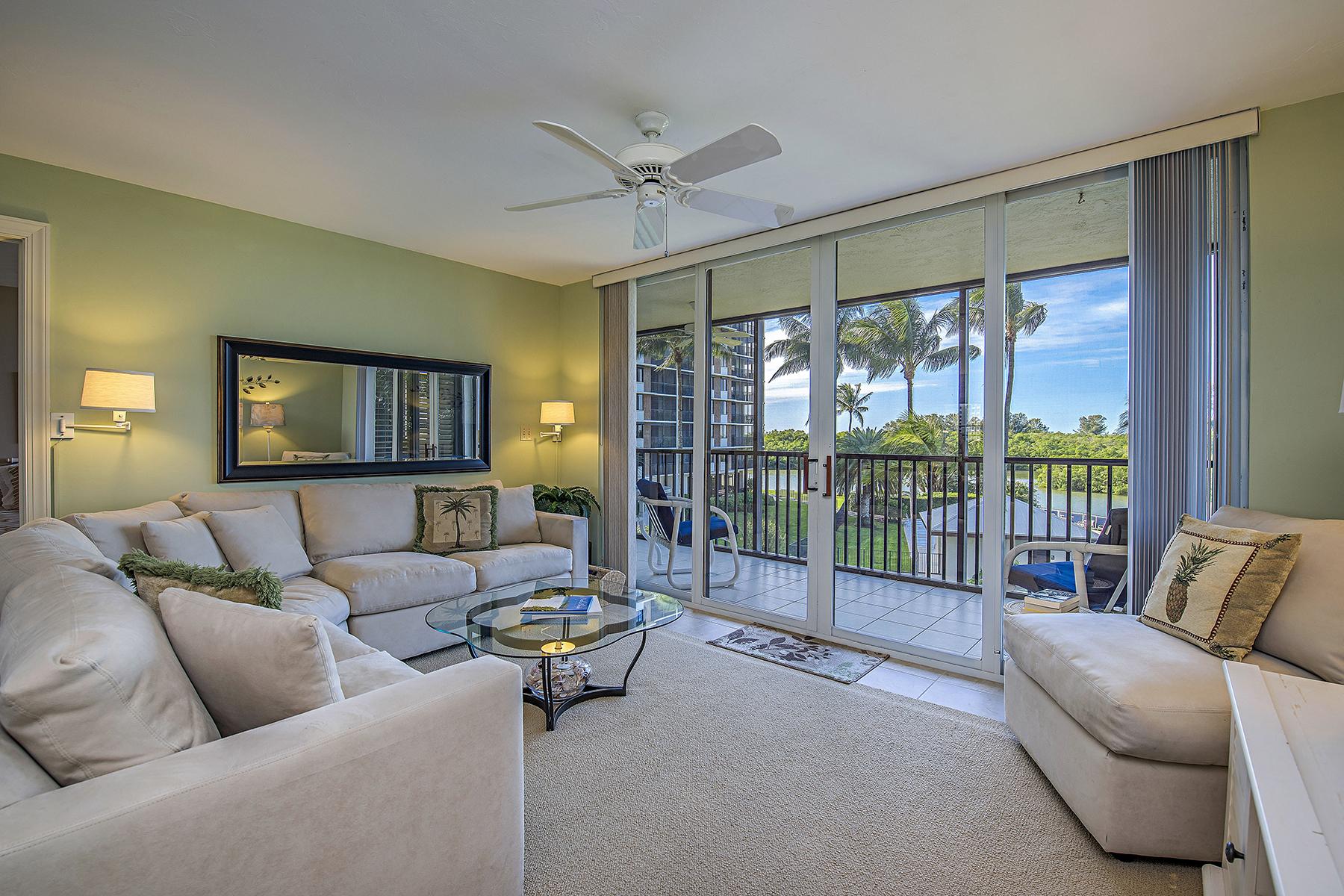 Nhà chung cư vì Bán tại VANDERBILT SURF COLONY 17 Bluebill Ave 203 Naples, Florida, 34108 Hoa Kỳ