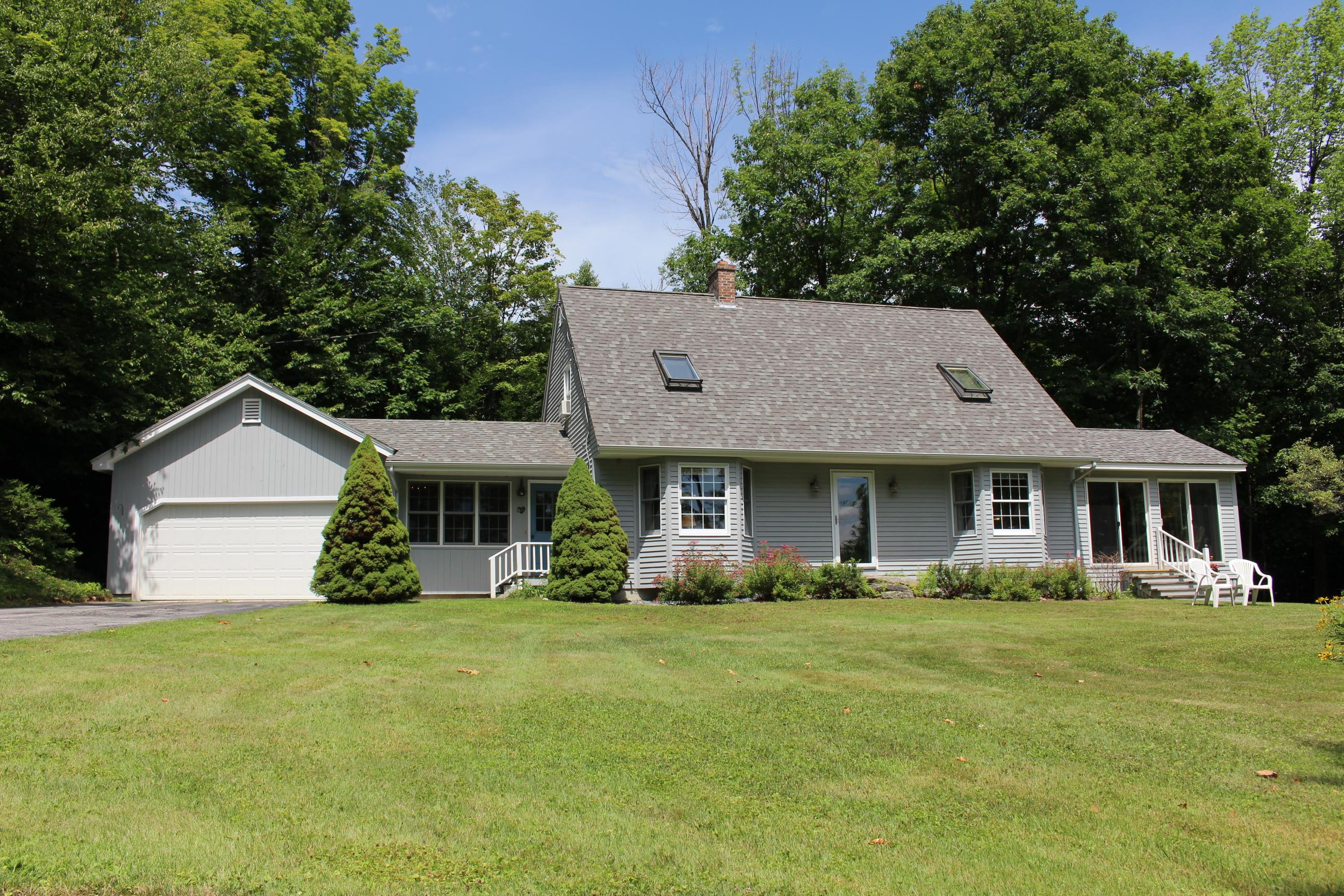 Maison unifamiliale pour l Vente à 326 North, Sunapee 326 North Rd Sunapee, New Hampshire, 03782 États-Unis