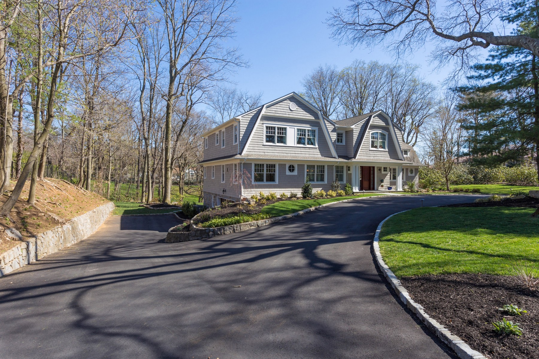 Single Family Home for Sale at Colonial 1 Sloanes Beach Rd Sands Point, New York, 11050 United States