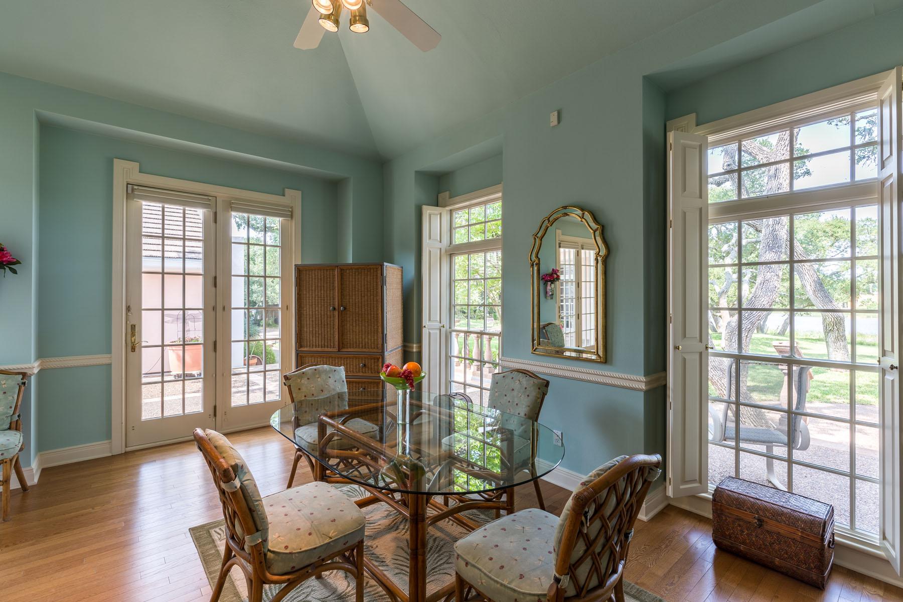 Additional photo for property listing at Villa Maria Estate 2114 Lakeview Dr Rockport, Texas 78382 Estados Unidos