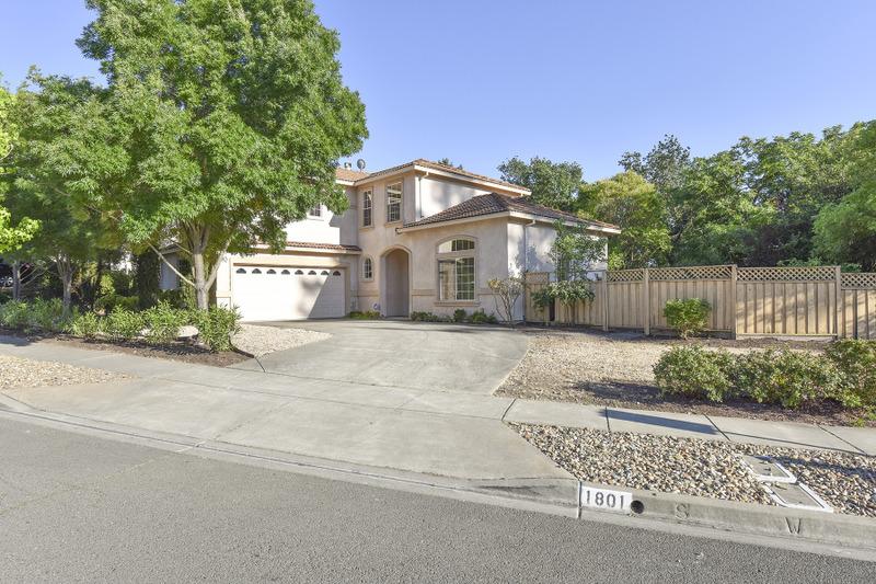 Частный односемейный дом для того Продажа на 1801 Seville Dr, Napa, CA 94559 1801 Seville Dr Napa, Калифорния, 94559 Соединенные Штаты