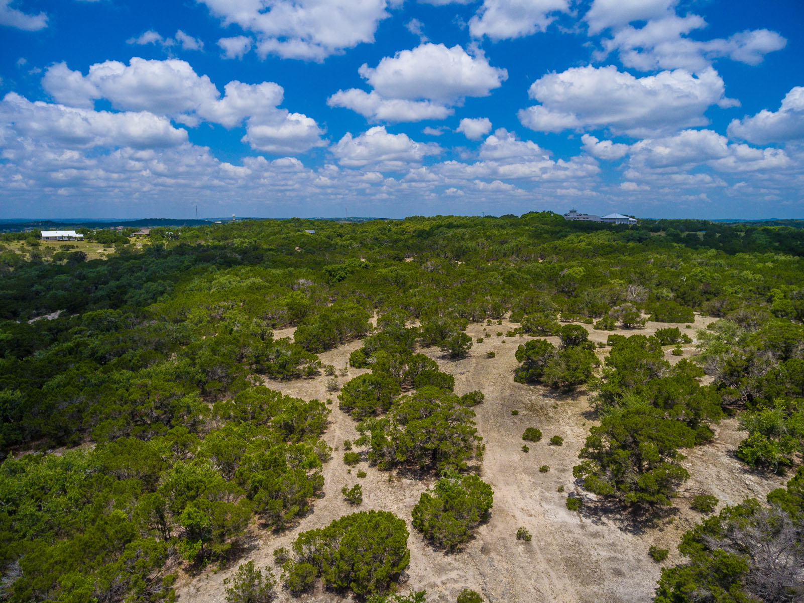 Additional photo for property listing at Prime Location with Panoramic Views 400 S Canyonwood Dr Dripping Springs, Texas 78620 Estados Unidos
