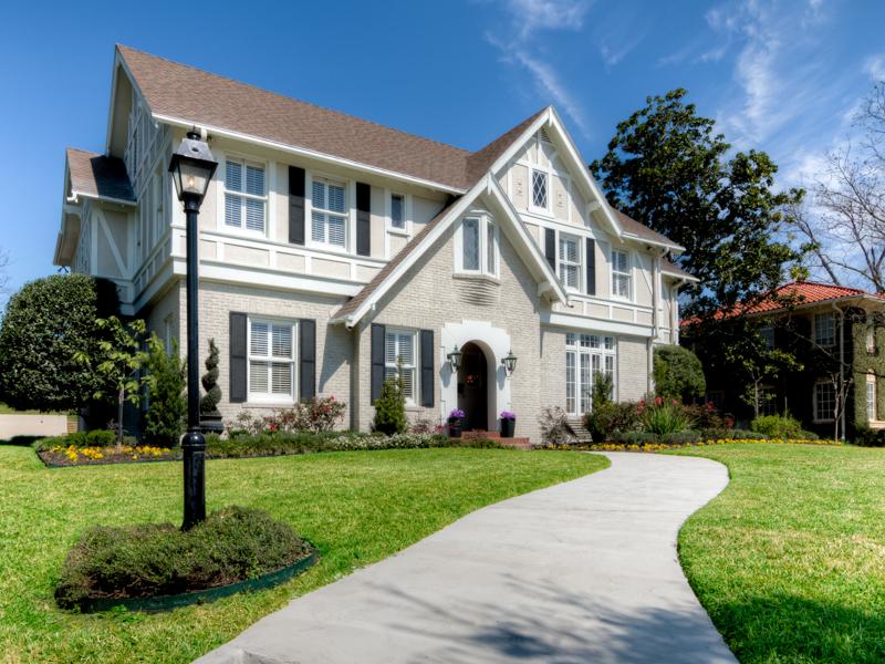 Casa para uma família para Venda às Sophisticated Terrell Hills Home 117 Geneseo Rd San Antonio, Texas 78209 Estados Unidos
