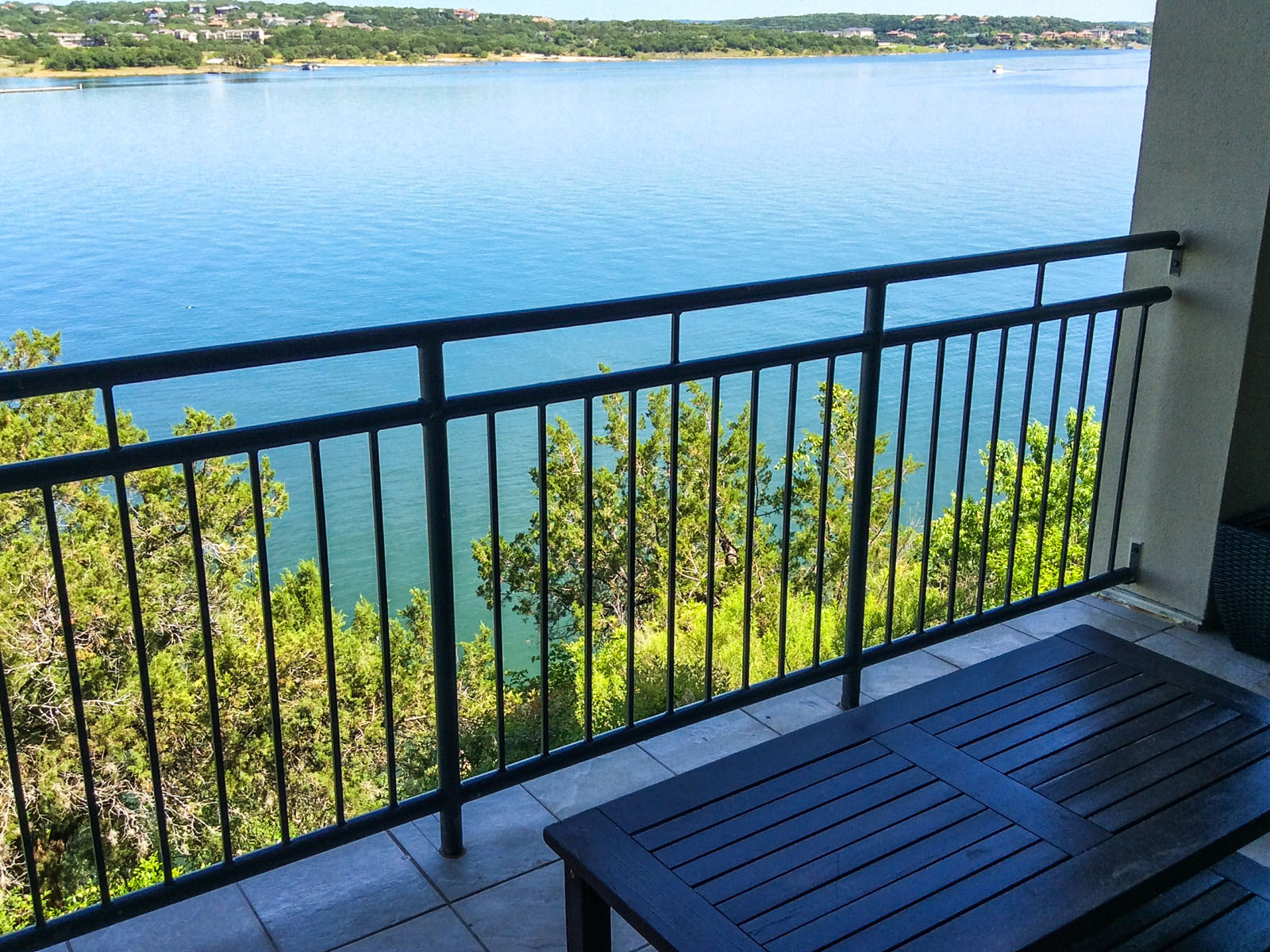 Additional photo for property listing at Overlooking Lake Travis 112 Marina Village Cv 112 Austin, Texas 78734 United States