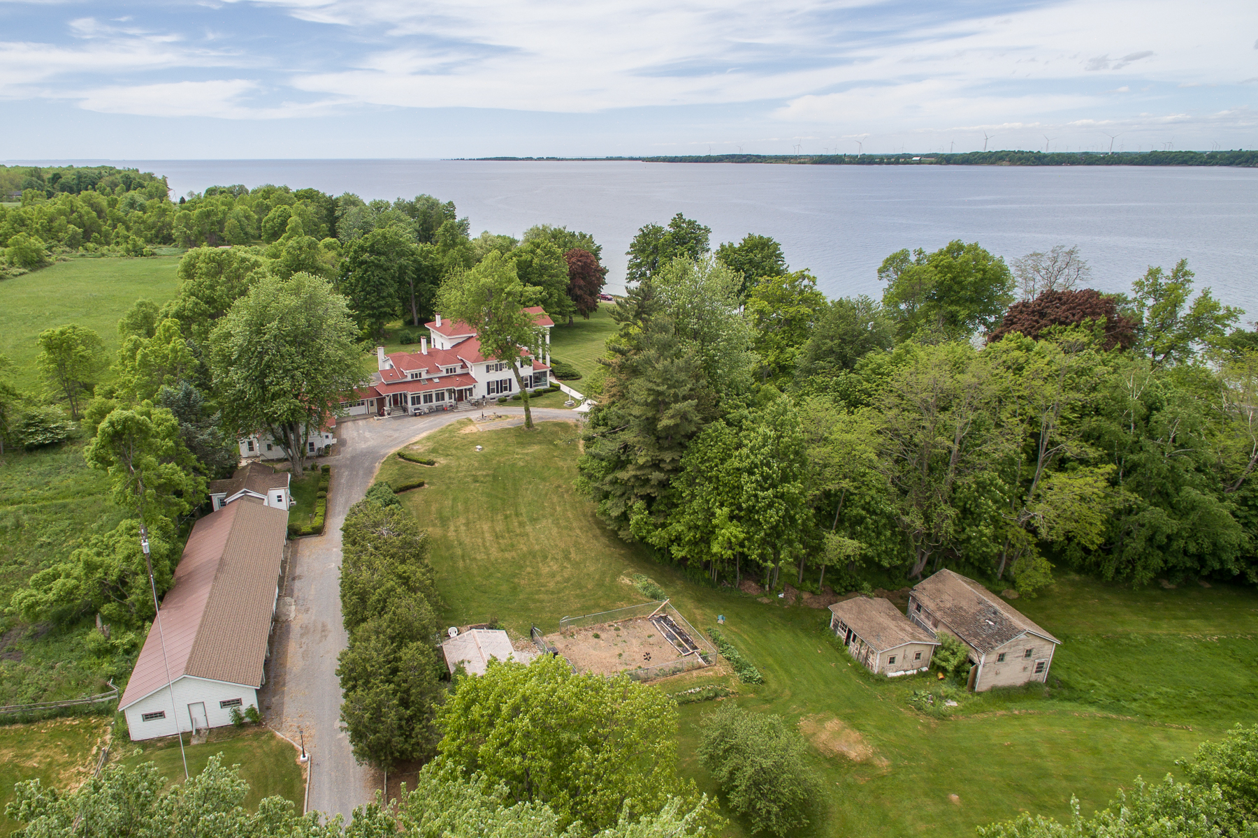 Additional photo for property listing at Cape Vincent Estate 31429  County Route 6 Cape Vincent, New York 13618 États-Unis