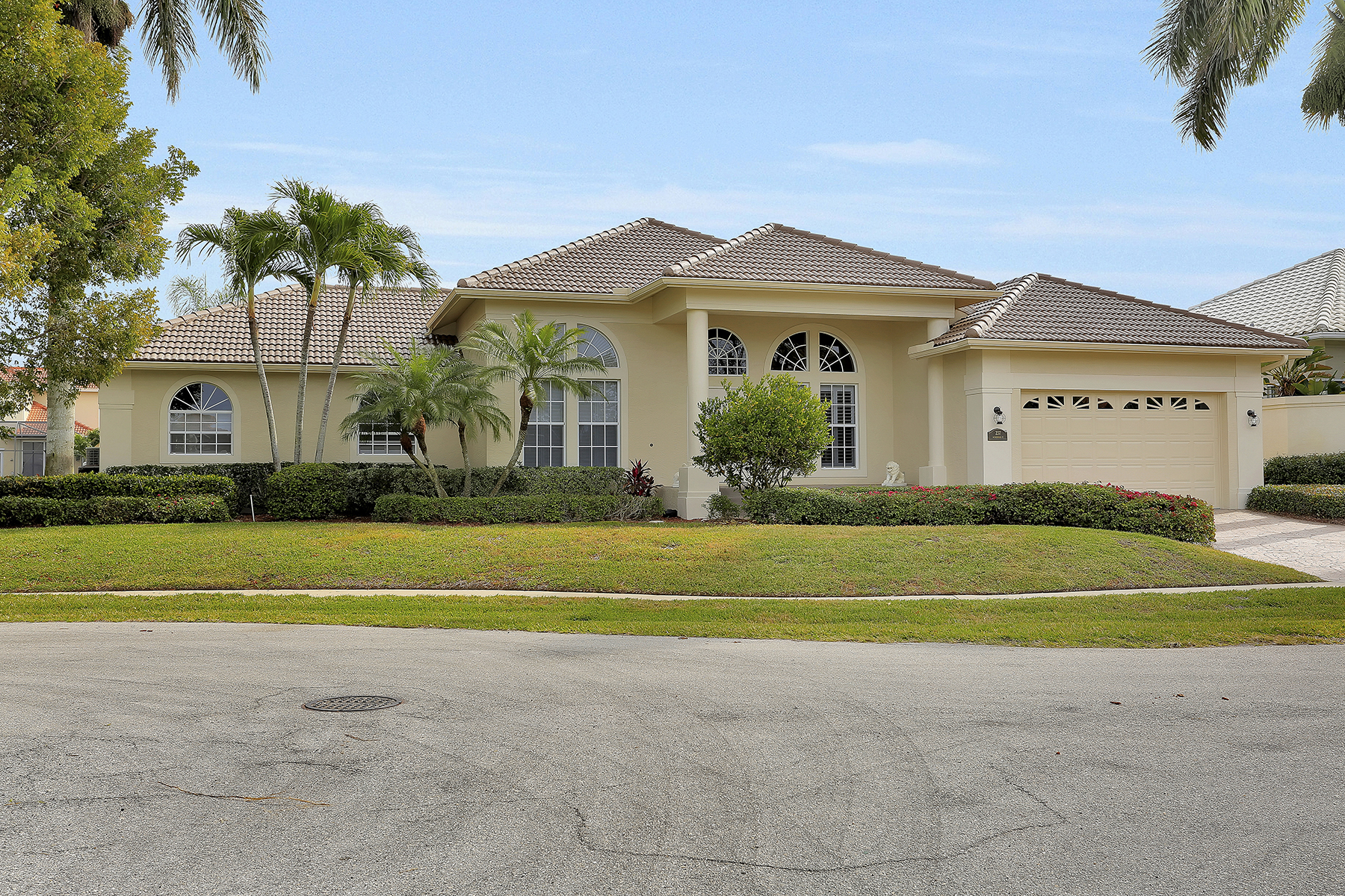 Single Family Home for Sale at Marco Island 237 Windbrook Ct NW, Marco Island, Florida 34145 United States
