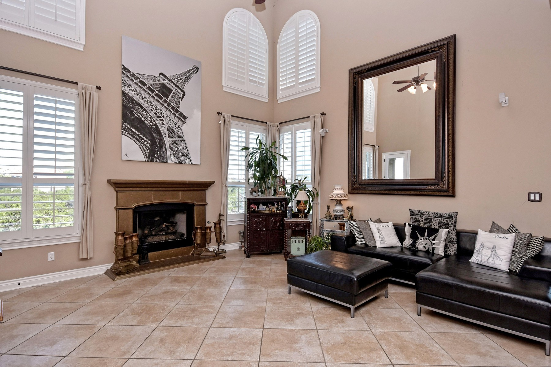 Additional photo for property listing at Absolutely Gorgeous Custom Home 202 Far Vela Lakeway, Texas 78734 United States