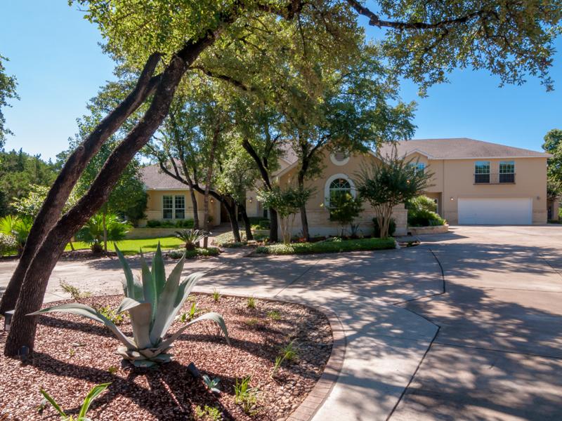 Maison unifamiliale pour l Vente à A True Retreat in Steeple Brook 22702 Steeple Bluff San Antonio, Texas 78256 États-Unis