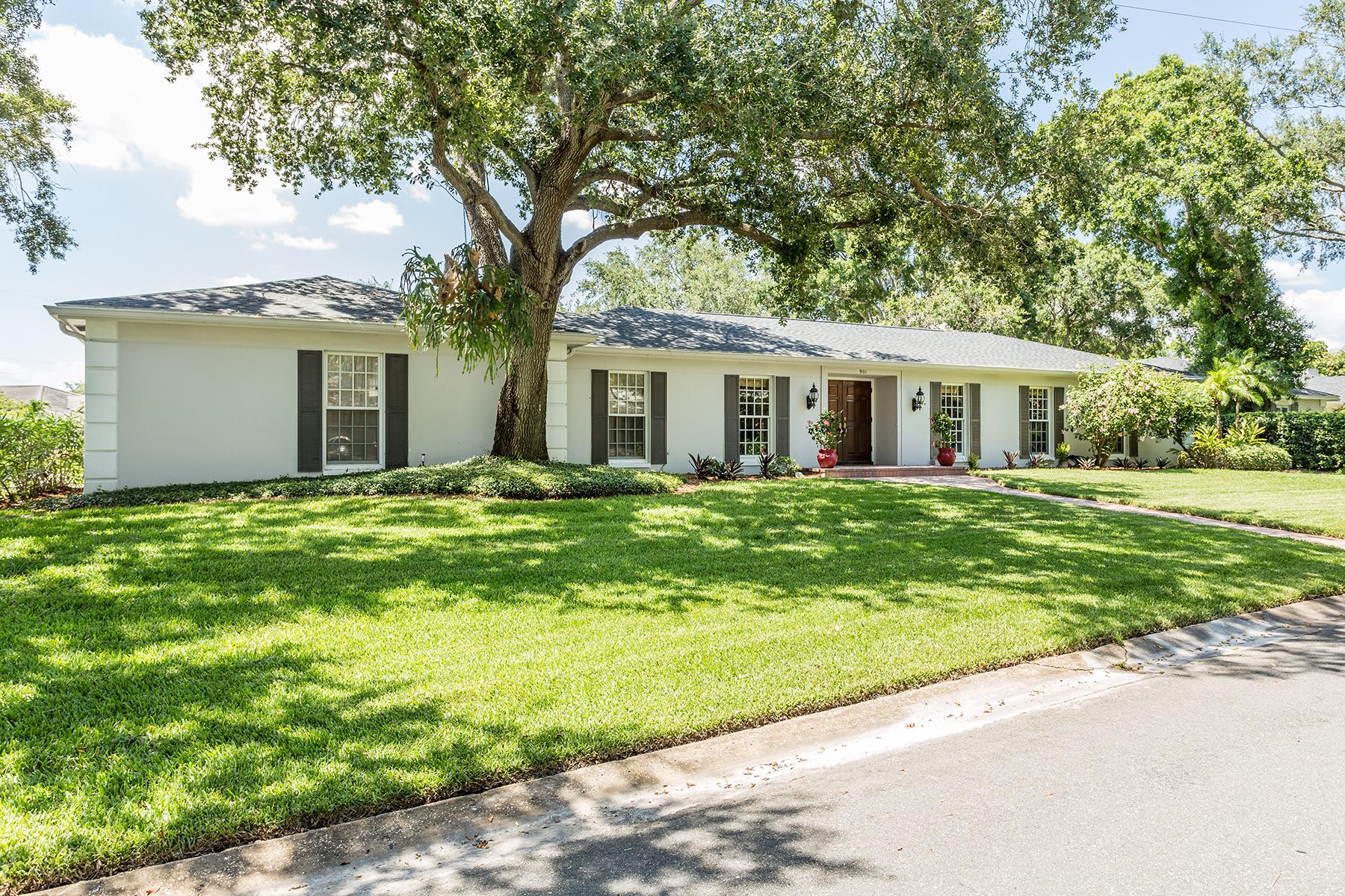 Maison unifamiliale pour l Vente à SNELL ISLE 901 31st Ave NE Snell Isle, St. Petersburg, Florida, 33704 États-Unis