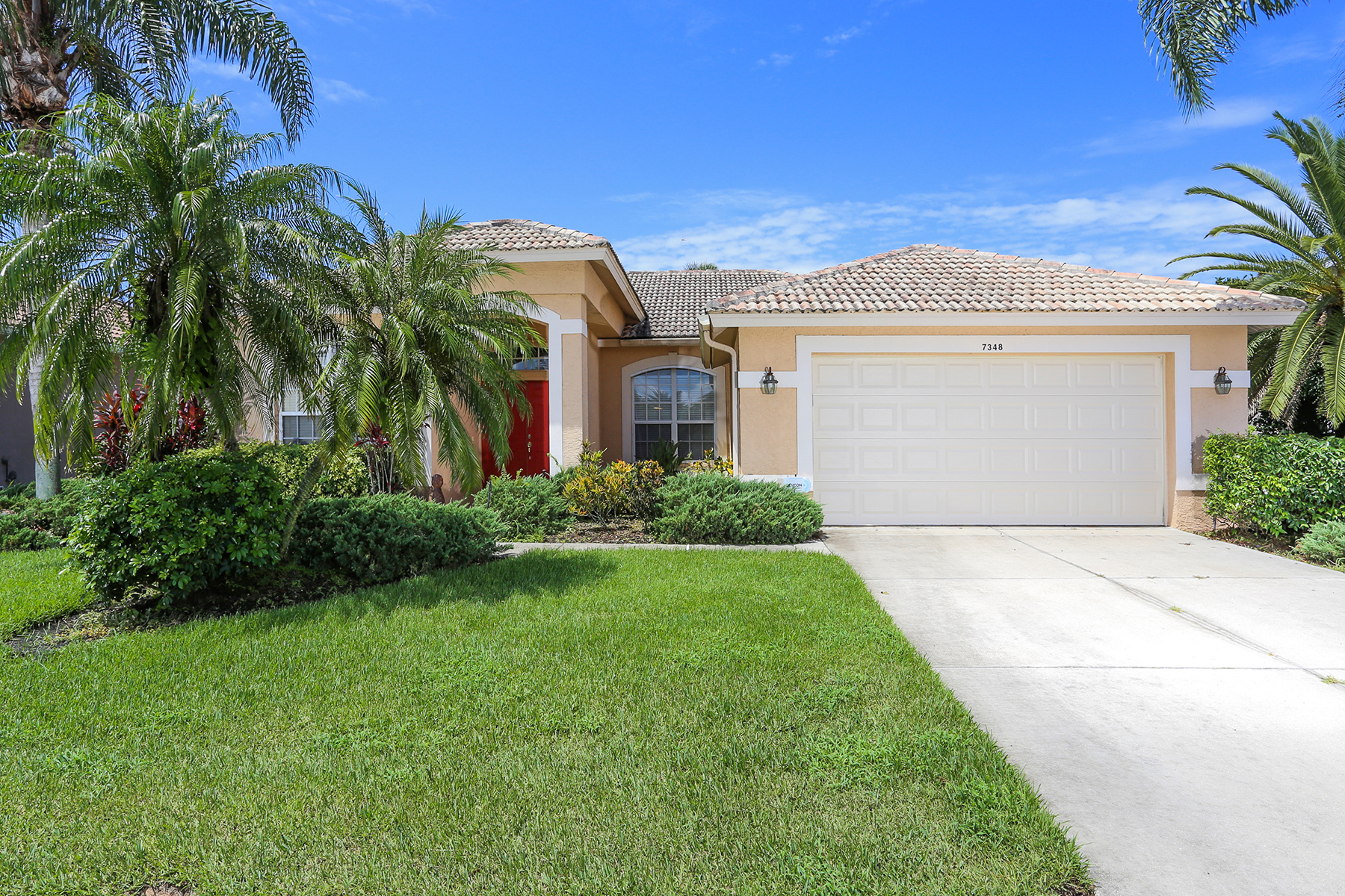 Casa Unifamiliar por un Alquiler en PALMER RANCH-STONEBRIDGE 7348 Featherstone Blvd Sarasota, Florida 34238 Estados Unidos
