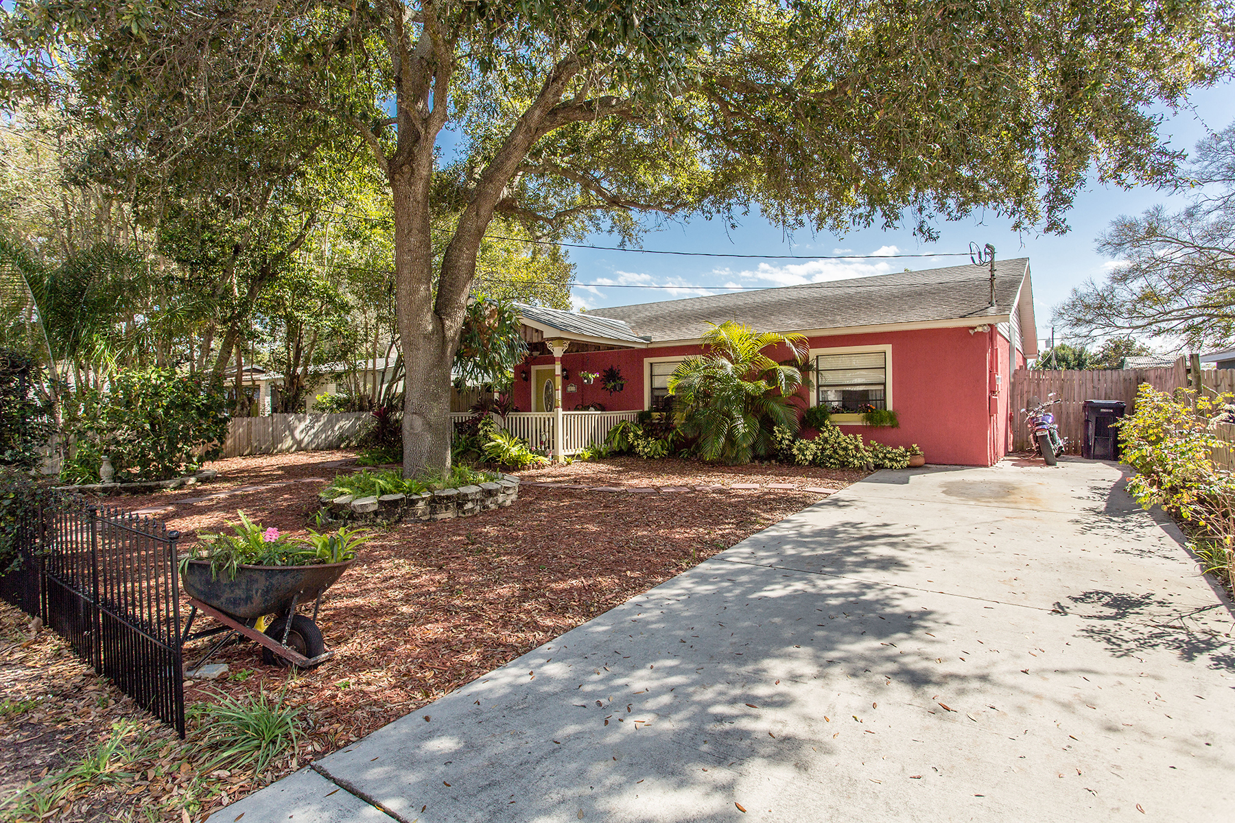 Single Family Home for Sale at TAMPA 3518 W Rogers Ave Tampa, Florida, 33611 United States