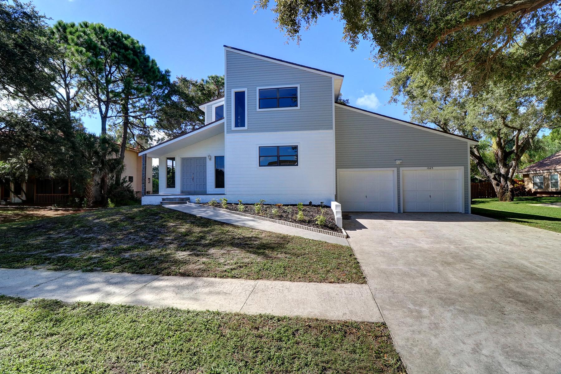 Nhà ở một gia đình vì Bán tại LOCH HAVEN 1025 Beaver Dr Tarpon Springs, Florida, 34689 Hoa Kỳ