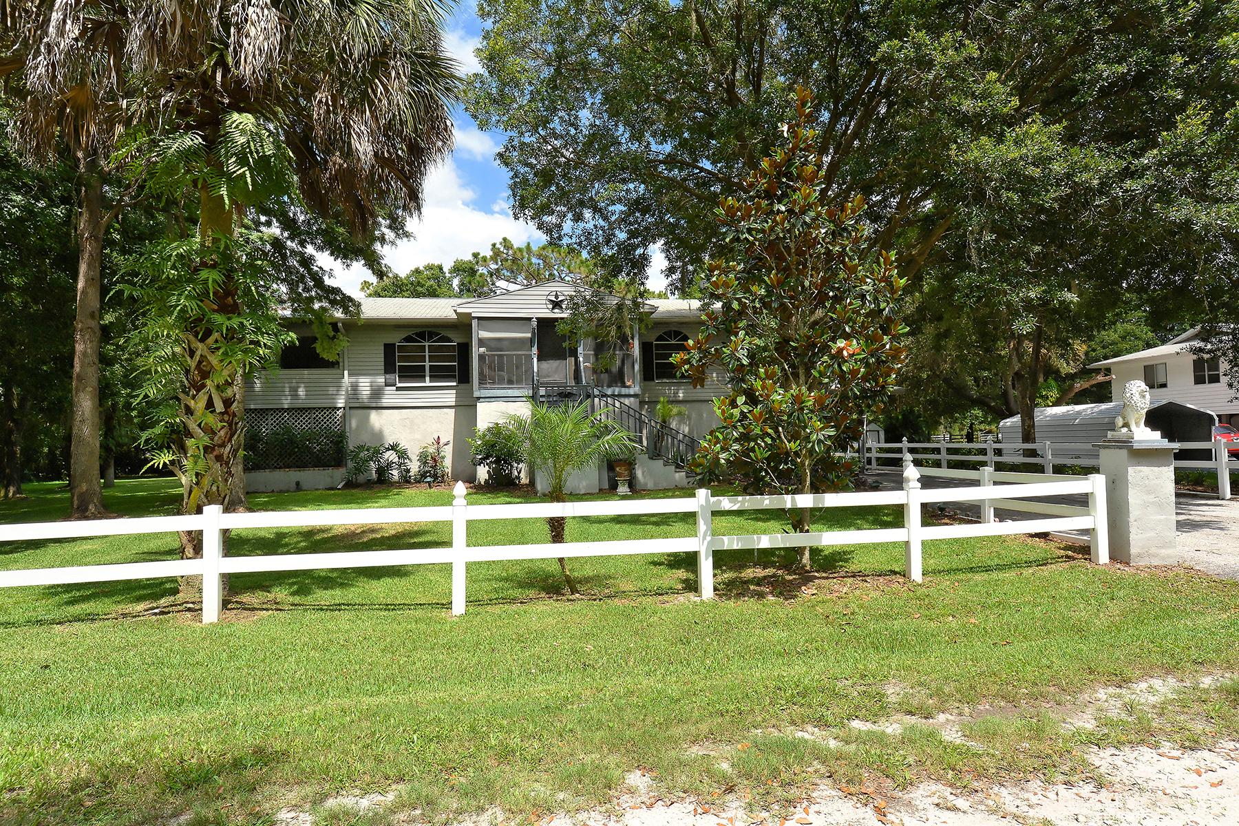 独户住宅 为 销售 在 BRADENTON 1075 134th St NE Bradenton, 佛罗里达州 34212 美国