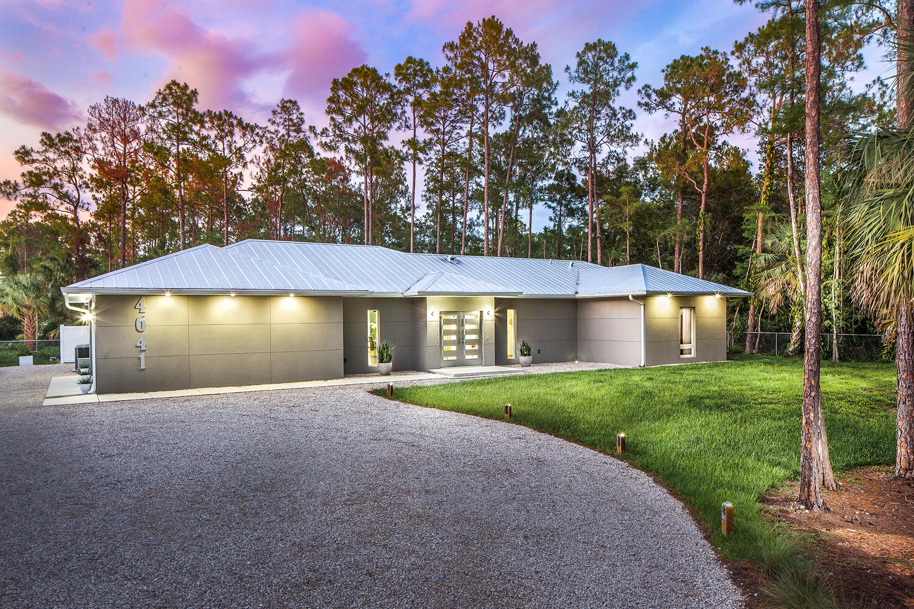 단독 가정 주택 용 매매 에 GOLDEN GATE ESTATES 4641 7th Ave NW Naples, 플로리다, 34119 미국