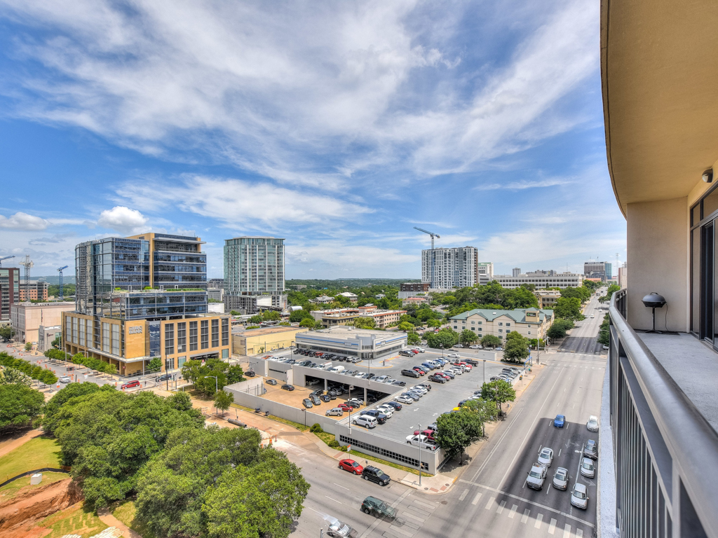 Additional photo for property listing at Boutique Condo Living in the Heart of Downtown 311 W 5th 1002 Austin, Texas 78701 Estados Unidos