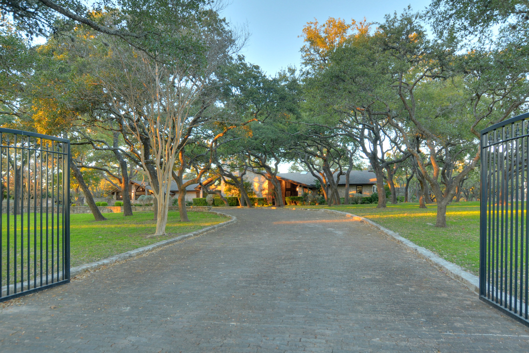 Single Family Home for Sale at Hill Country Estate Sitting on 2.81+- Acres 12 Chaparral Hill Rd Boerne, Texas 78006 United States
