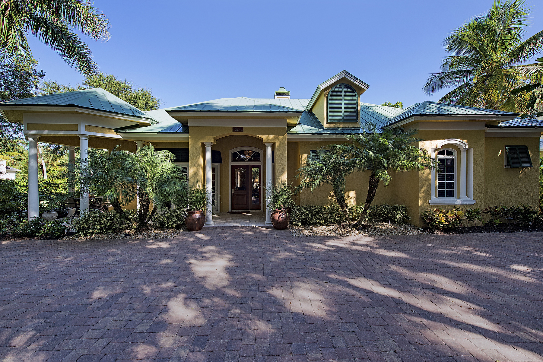 Single Family Home for Sale at OLDE NAPLES 315 3rd Ave N Naples, Florida 34102 United States