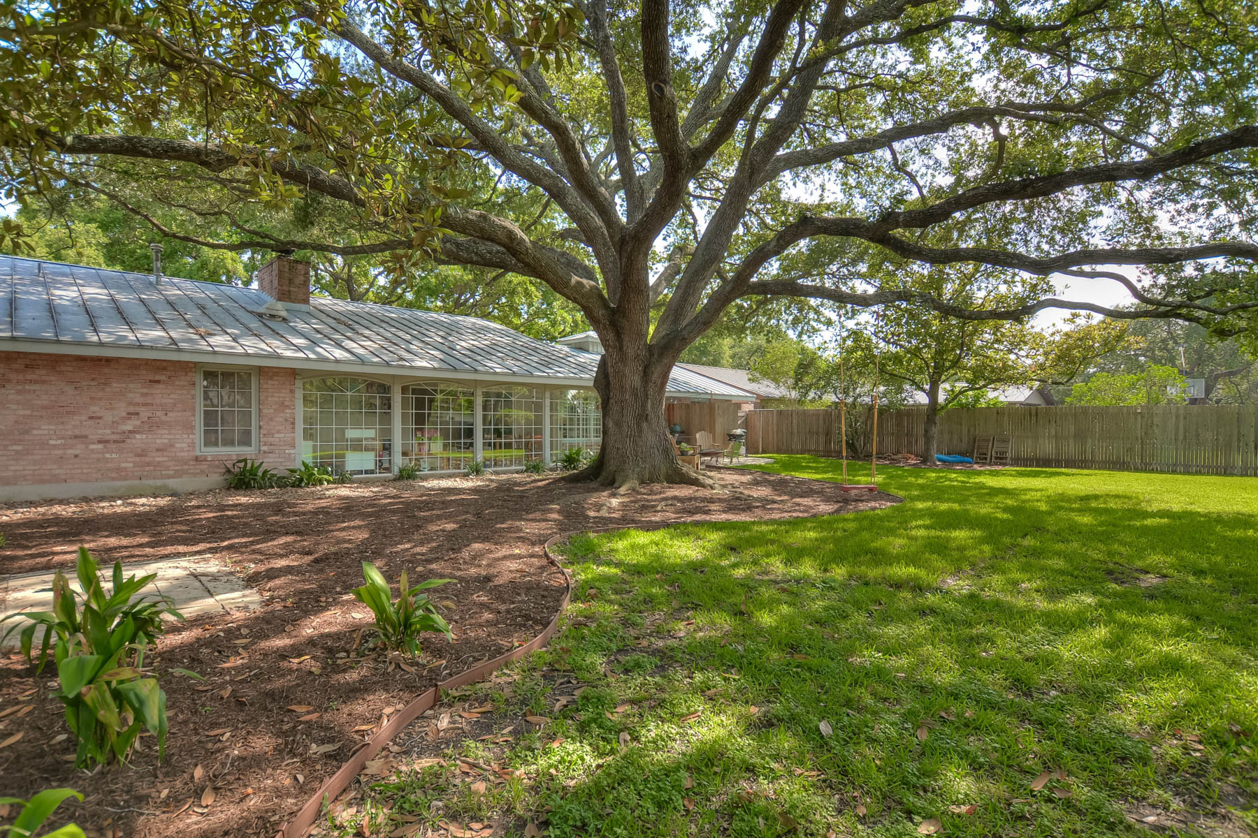 Additional photo for property listing at Spacious Home on a Quiet Street in AHISD 231 Hillview Dr San Antonio, Texas 78209 United States