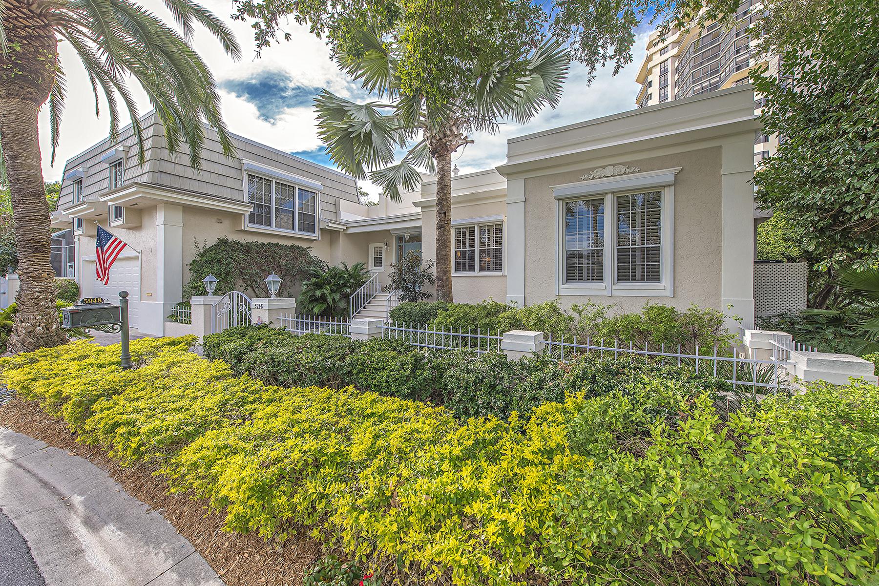 Nhà ở một gia đình vì Bán tại PELICAN BAY - CHANTECLAIR MANOR 5948 Chanteclair Dr Naples, Florida, 34108 Hoa Kỳ