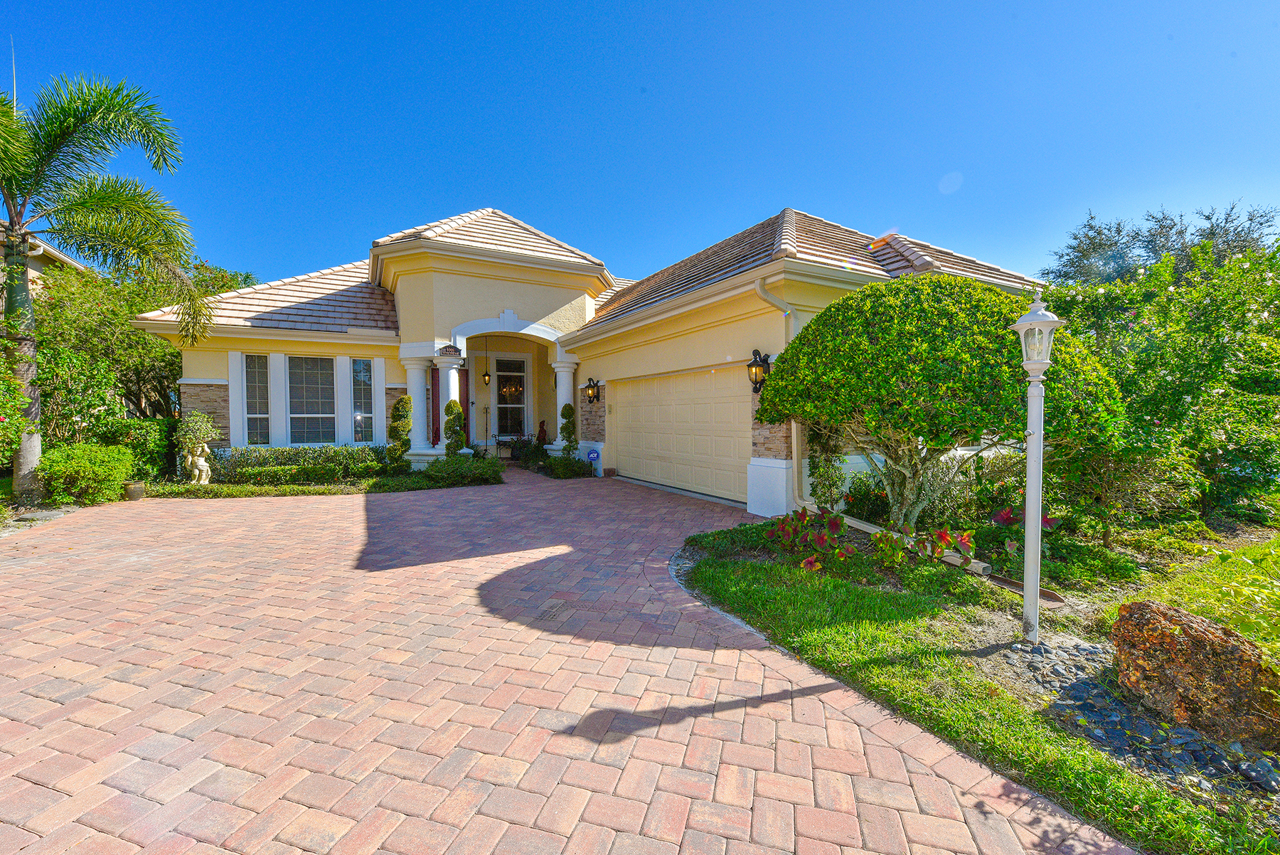 Single Family Home for Sale at EDGEWATER VILLAGE 6569 Waters Edge Way Lakewood Ranch, Florida, 34202 United States